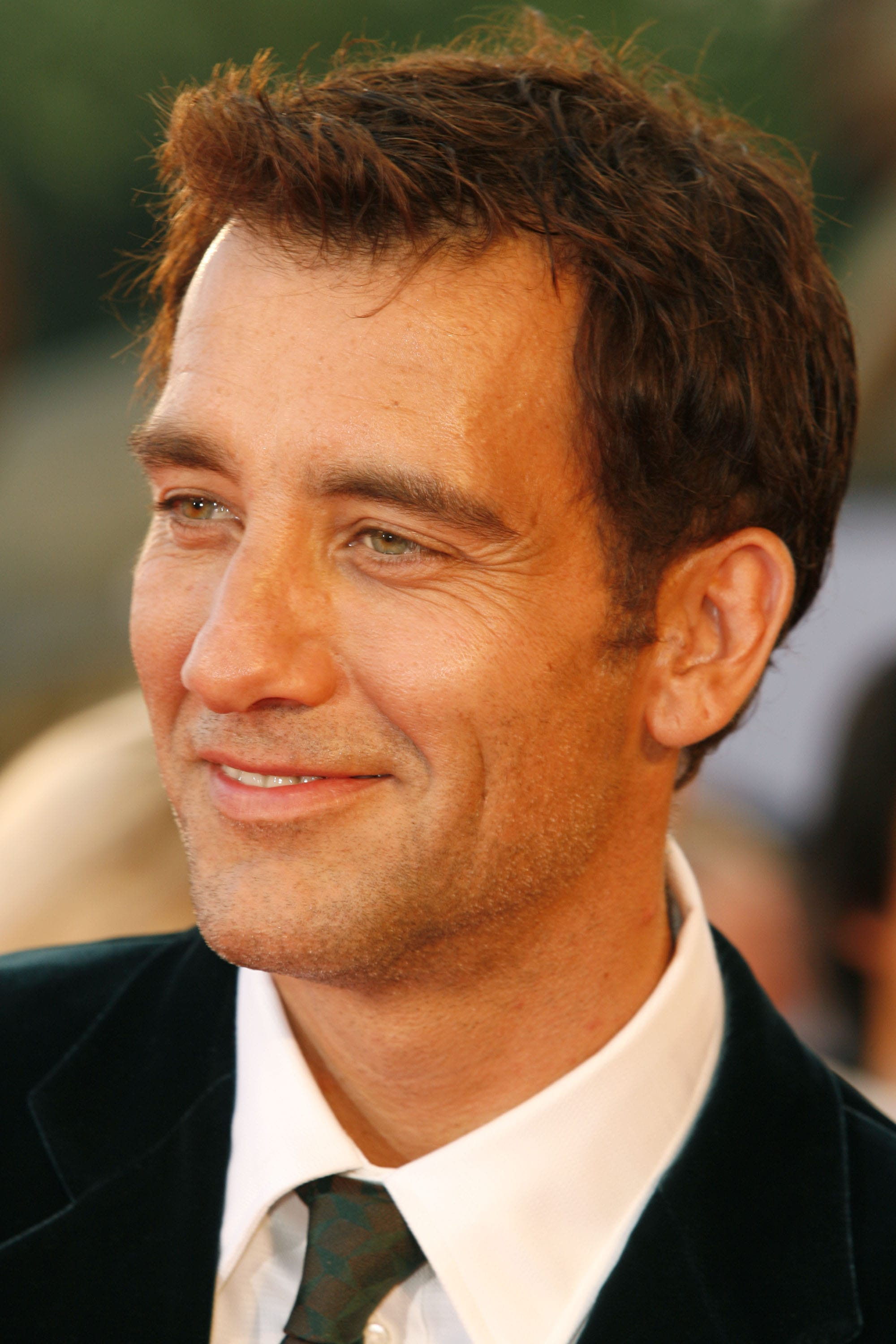 Clive Owen Background