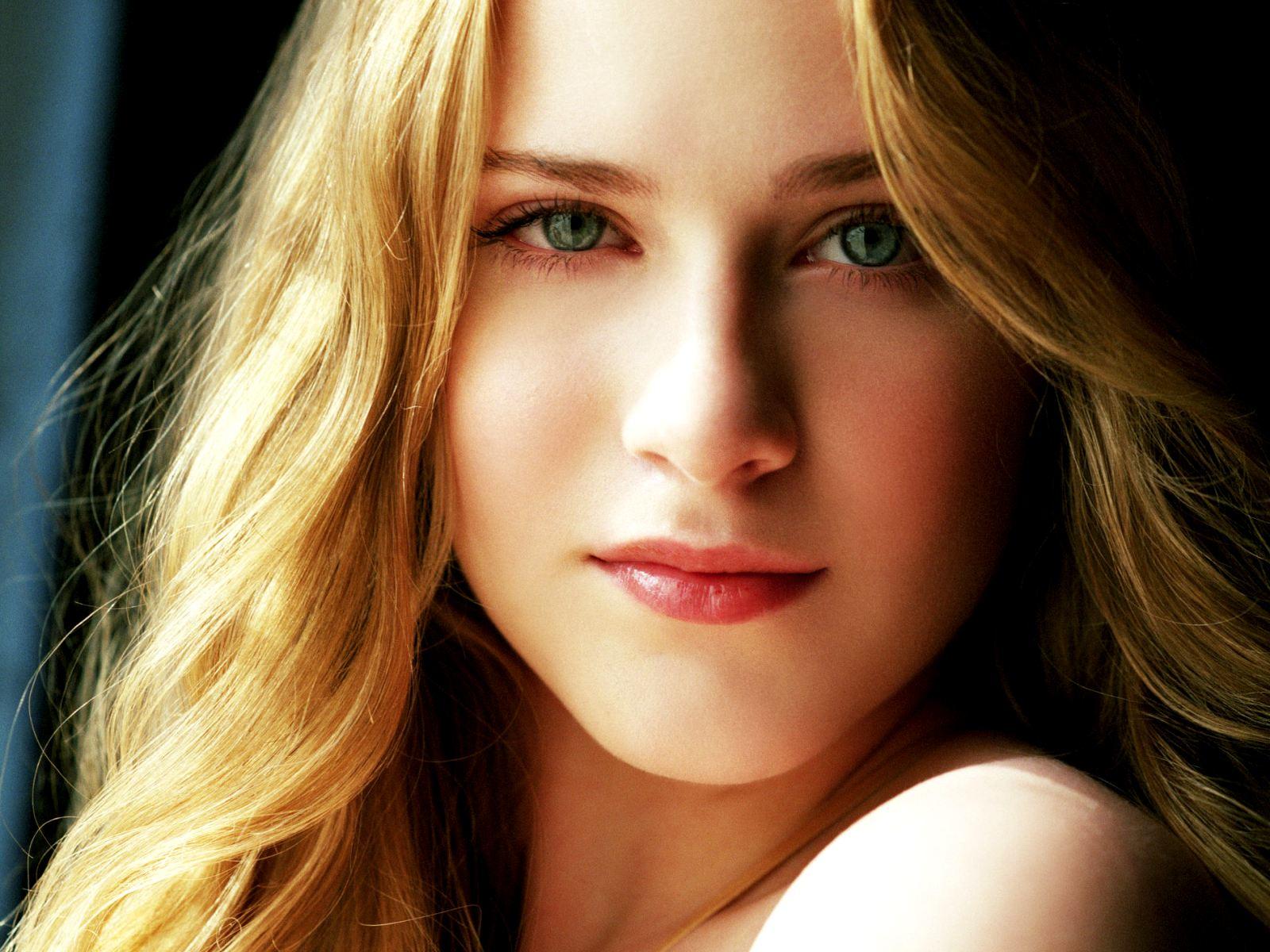 Evan Rachel Wood Background
