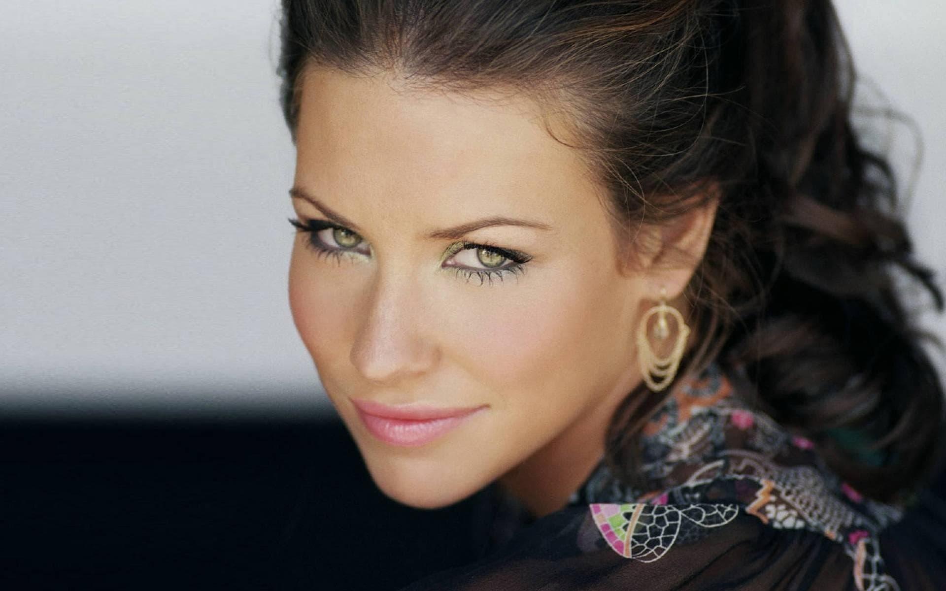 Evangeline Lilly Background