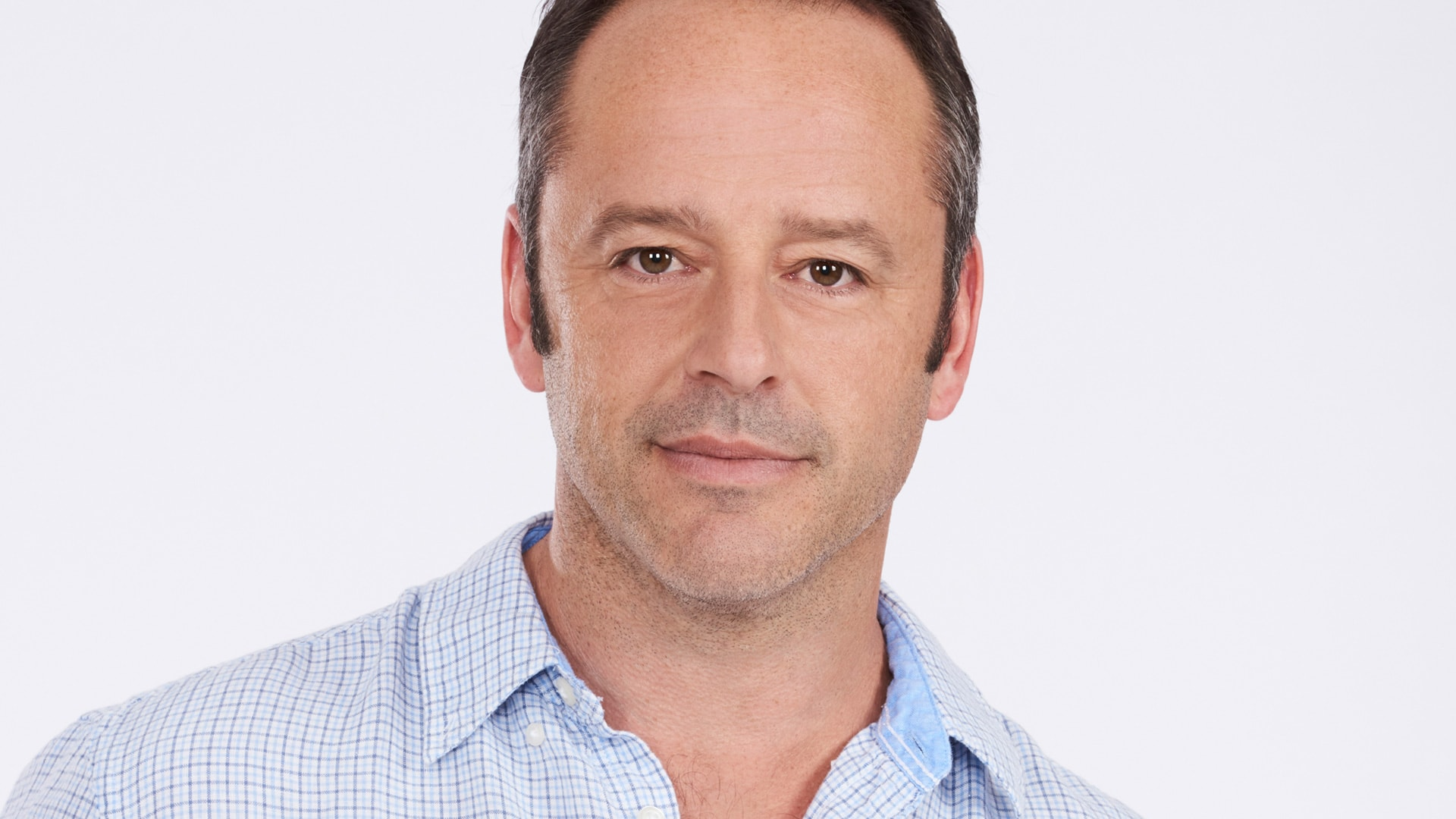 Gil Bellows Background