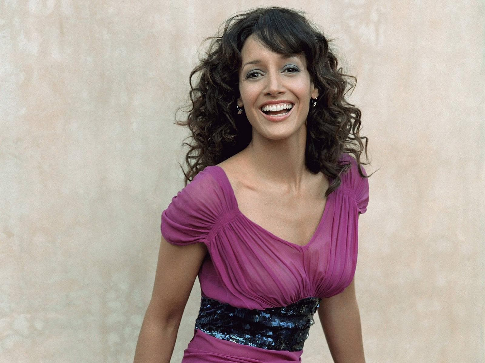 Jennifer Beals Background