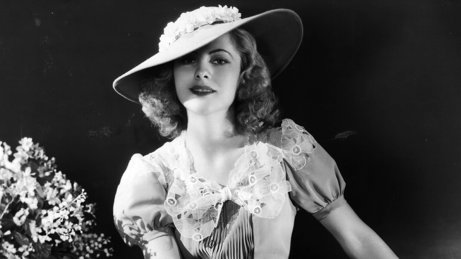 Joan Fontaine Background