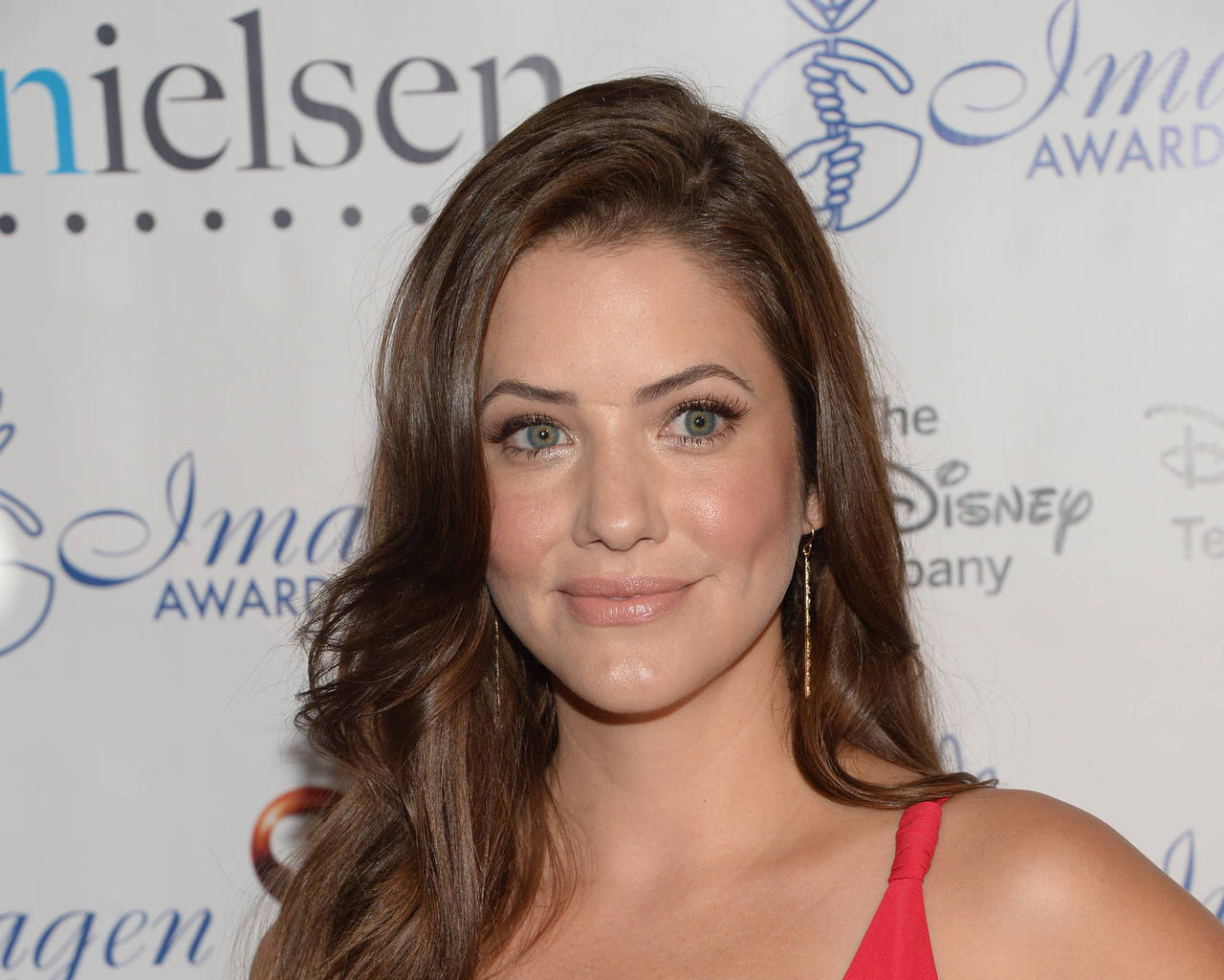Julie Gonzalo Background