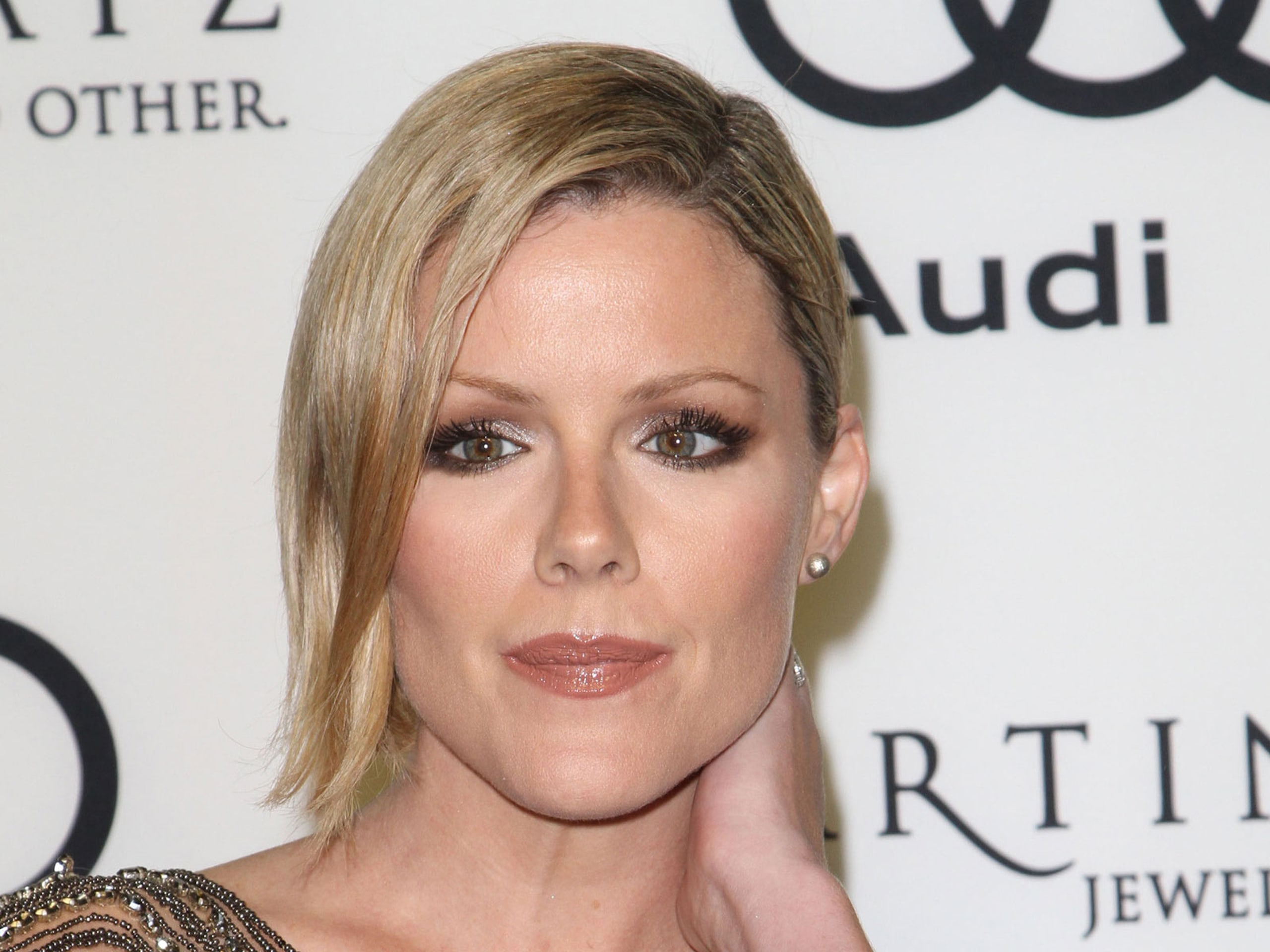 Kathleen Robertson Background