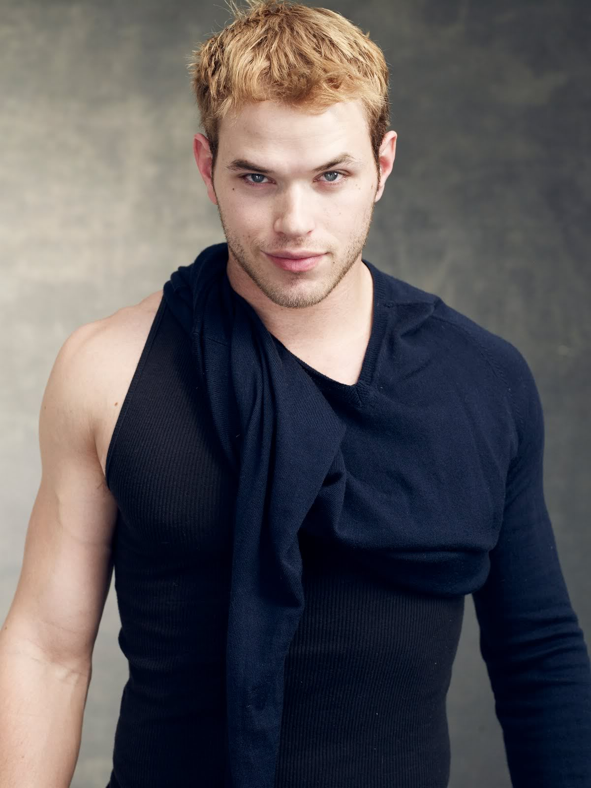 Kellan Lutz Background
