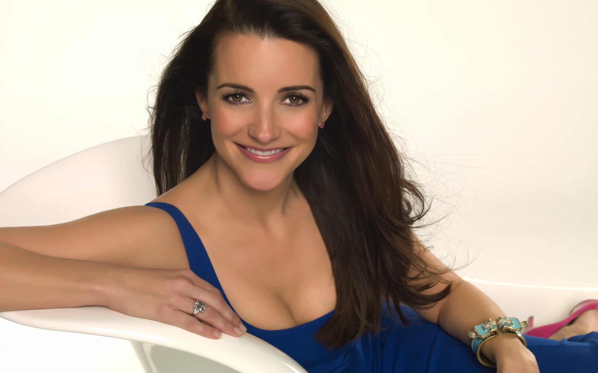 Kristin Davis Background