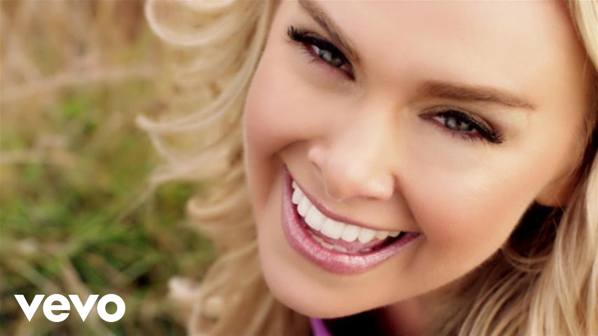 Laura Bell Bundy Background