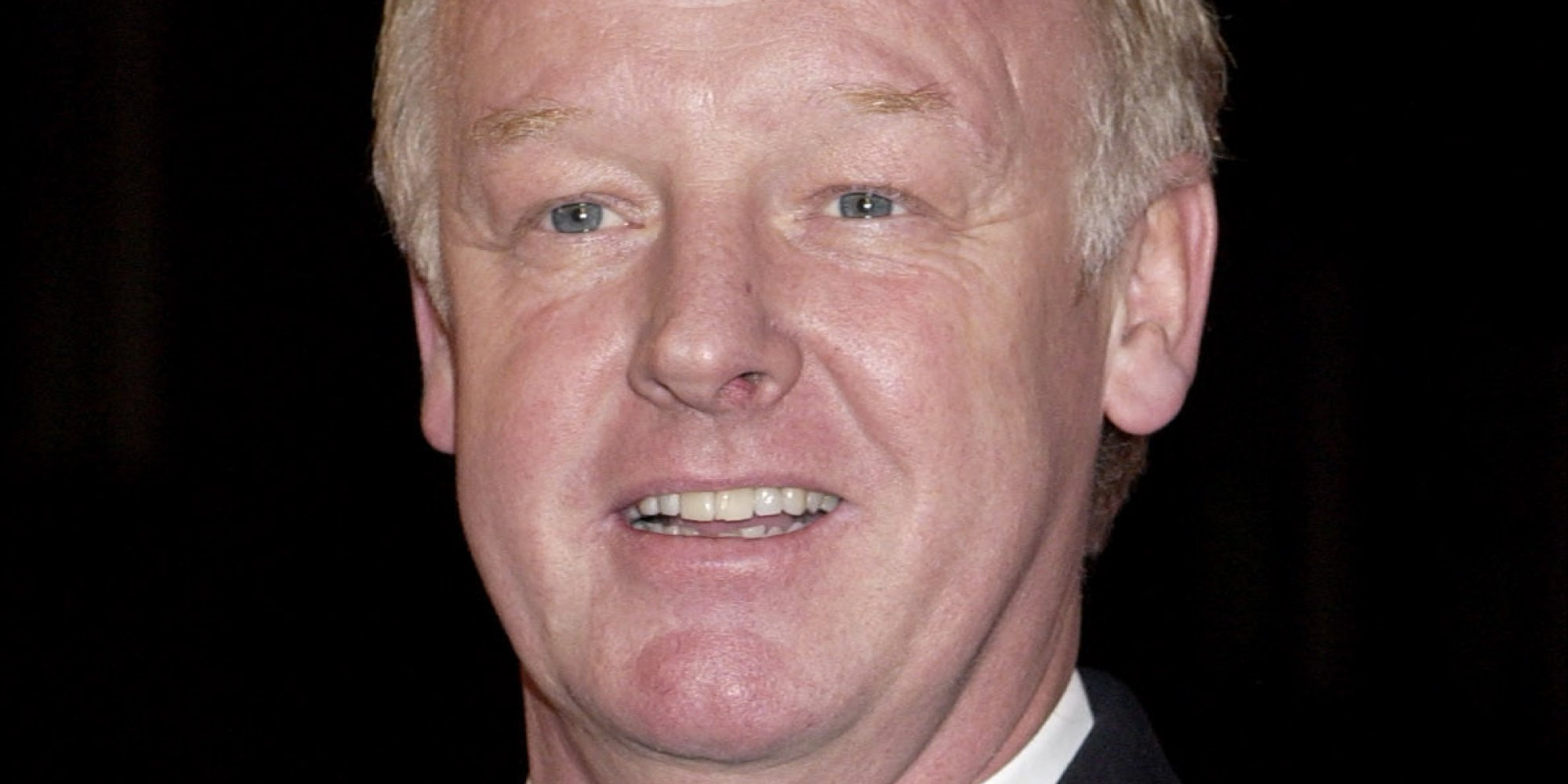 Les Dennis Background