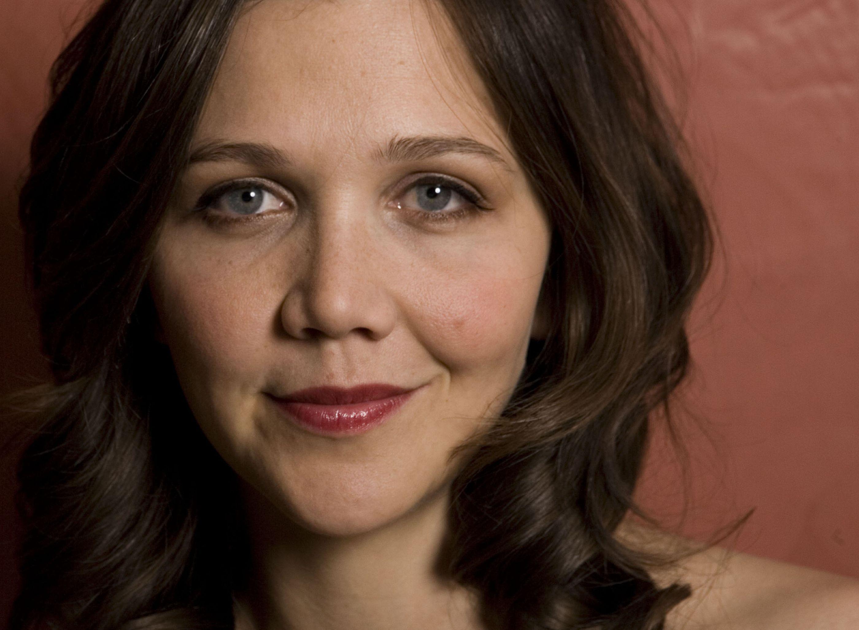 Maggie Gyllenhaal Background