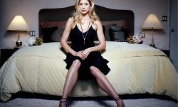 Mira Sorvino Background