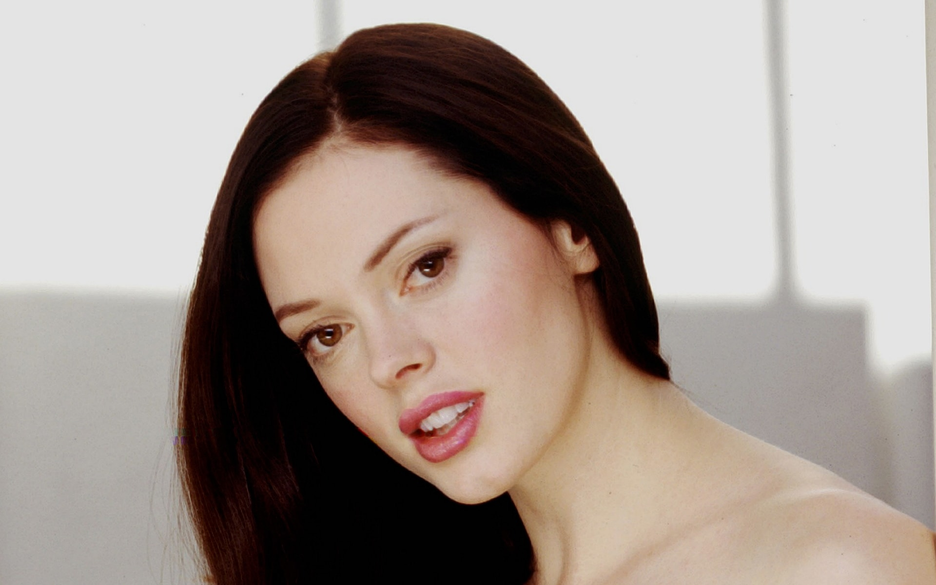 Rose Mcgowan Background