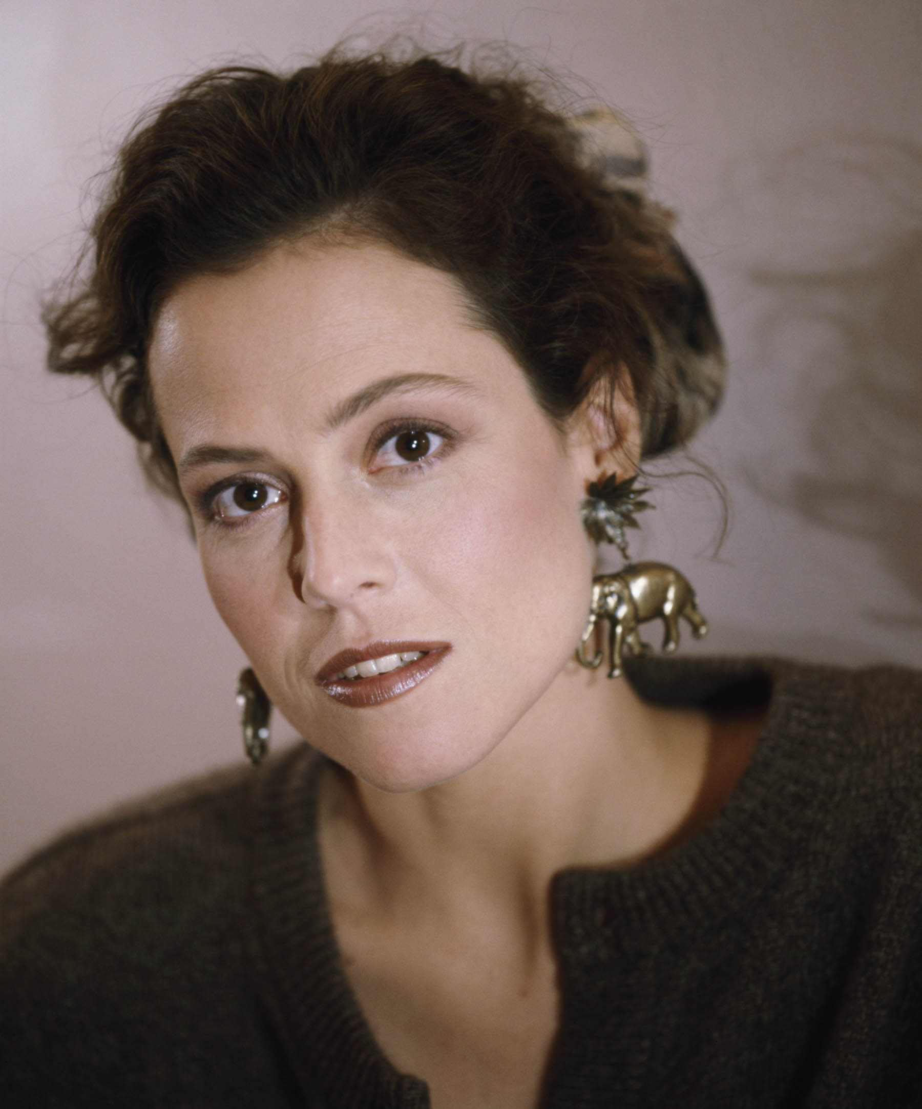 Sigourney Weaver Background