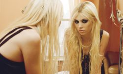 Taylor Momsen Background