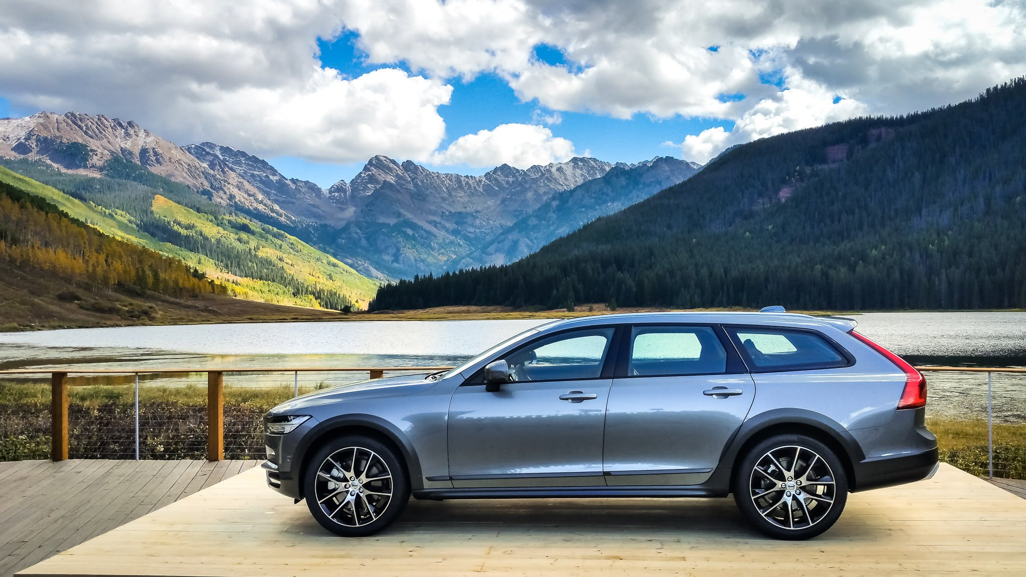 Volvo V90 Cross Country Background