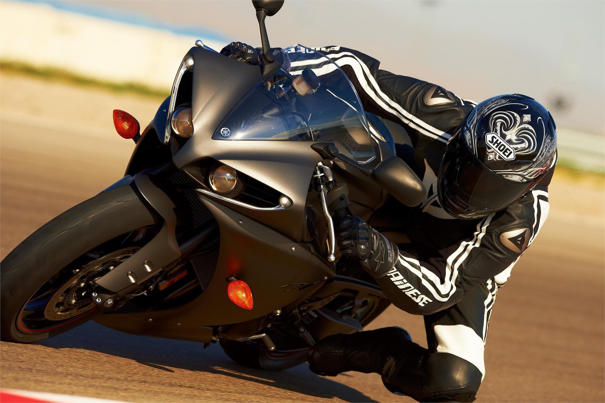 Yamaha YZF-R1 2012 Background