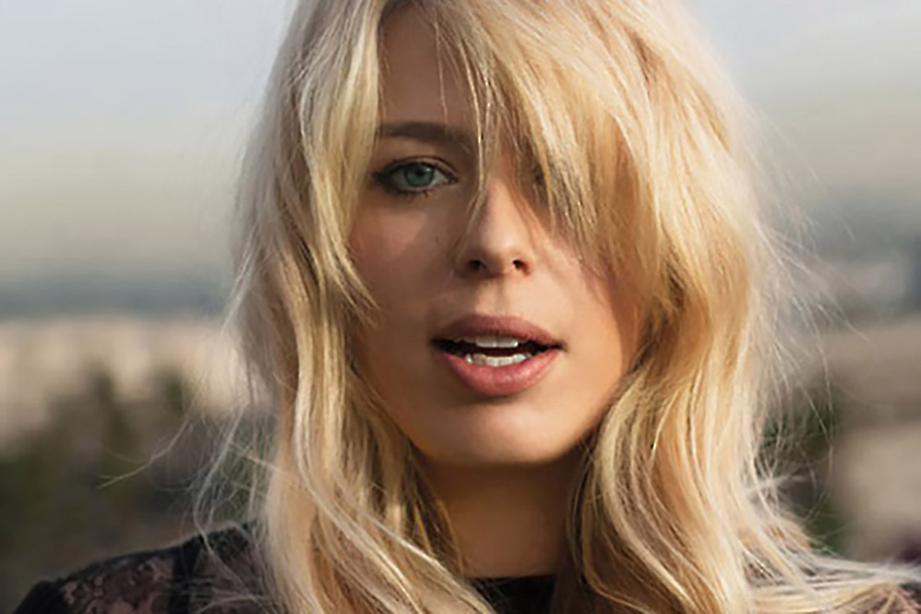 Amanda De Cadenet Screensavers