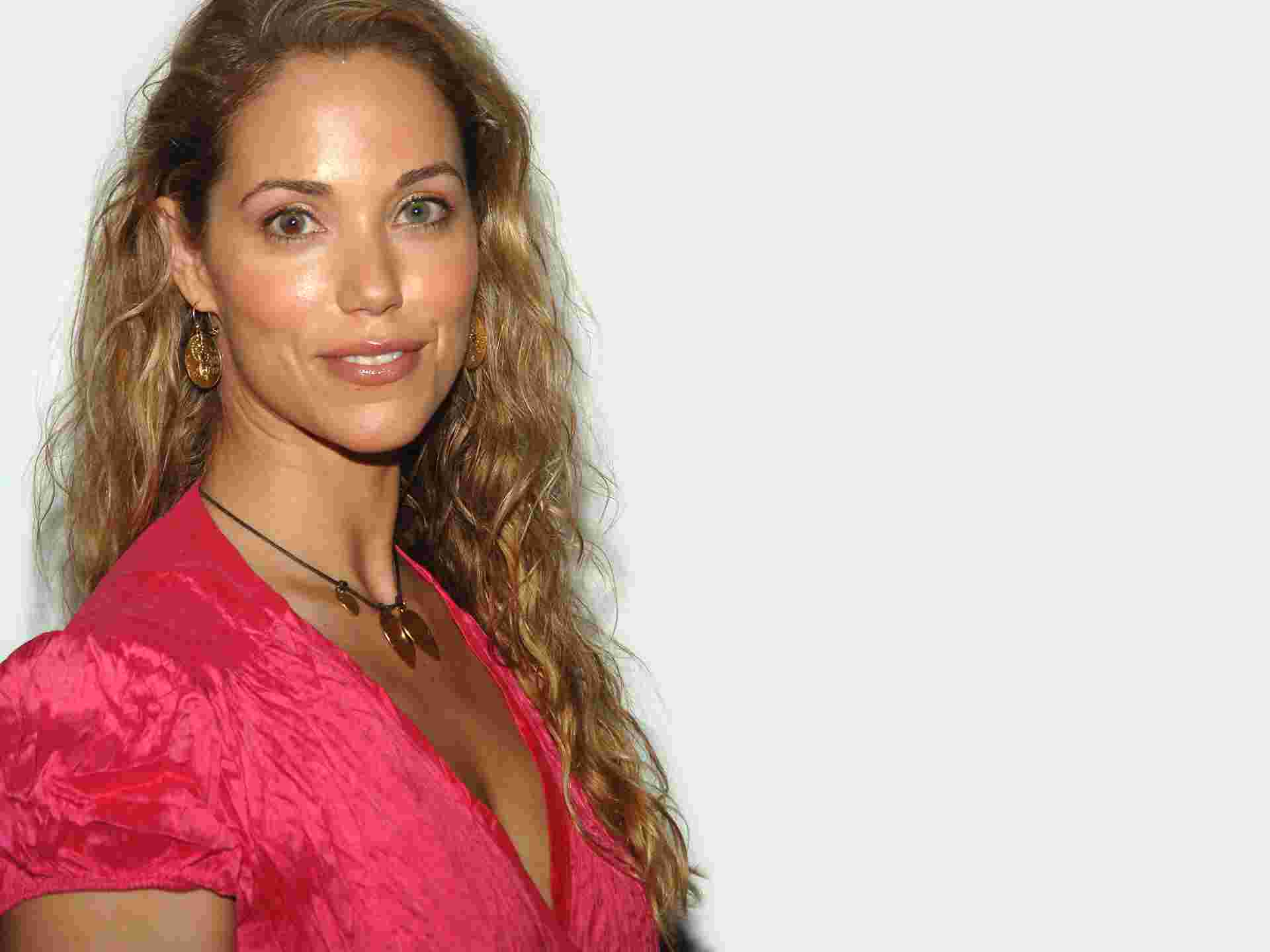 Elizabeth Berkley HD pics