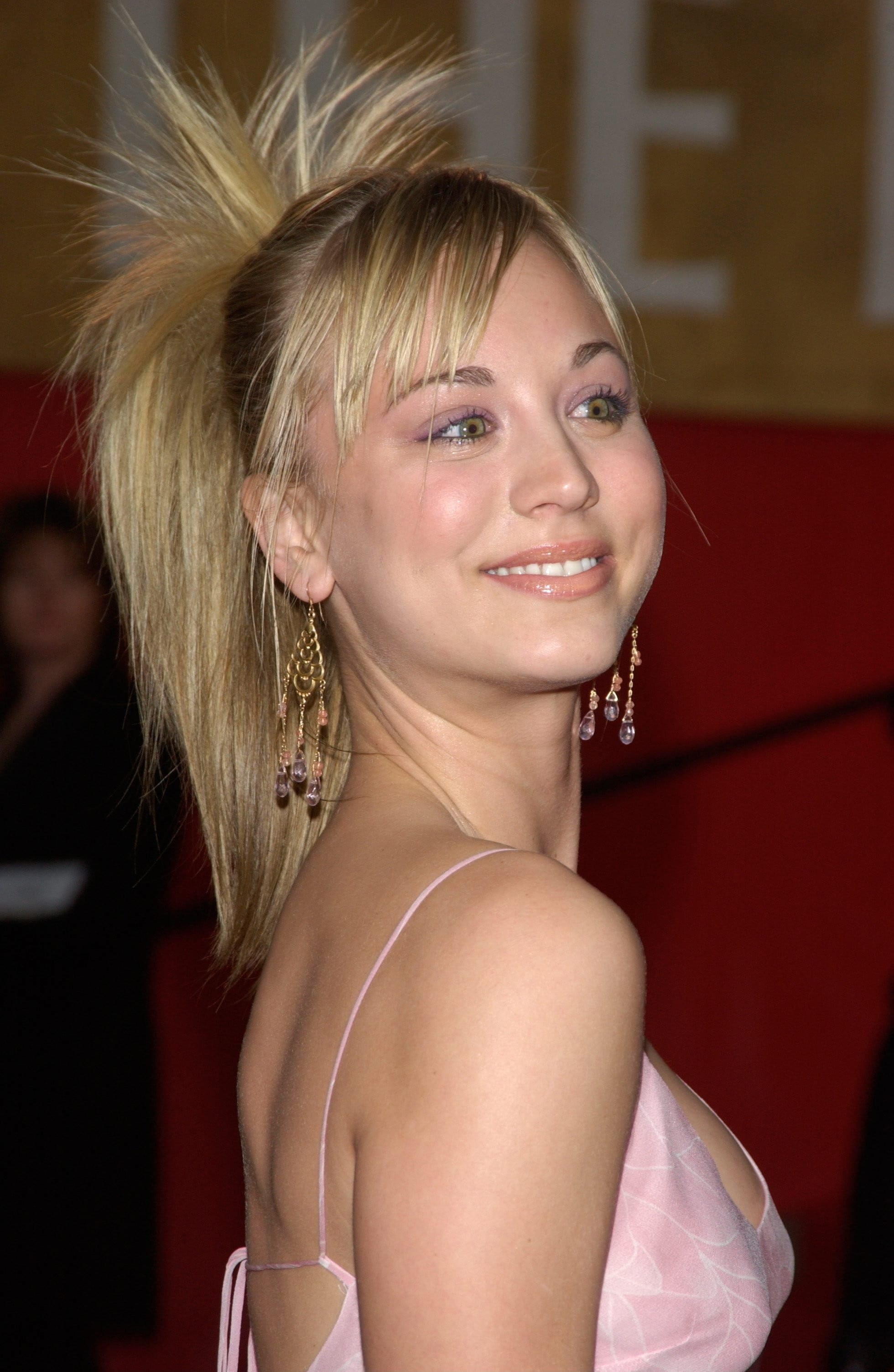 Kaley Cuoco HD pics