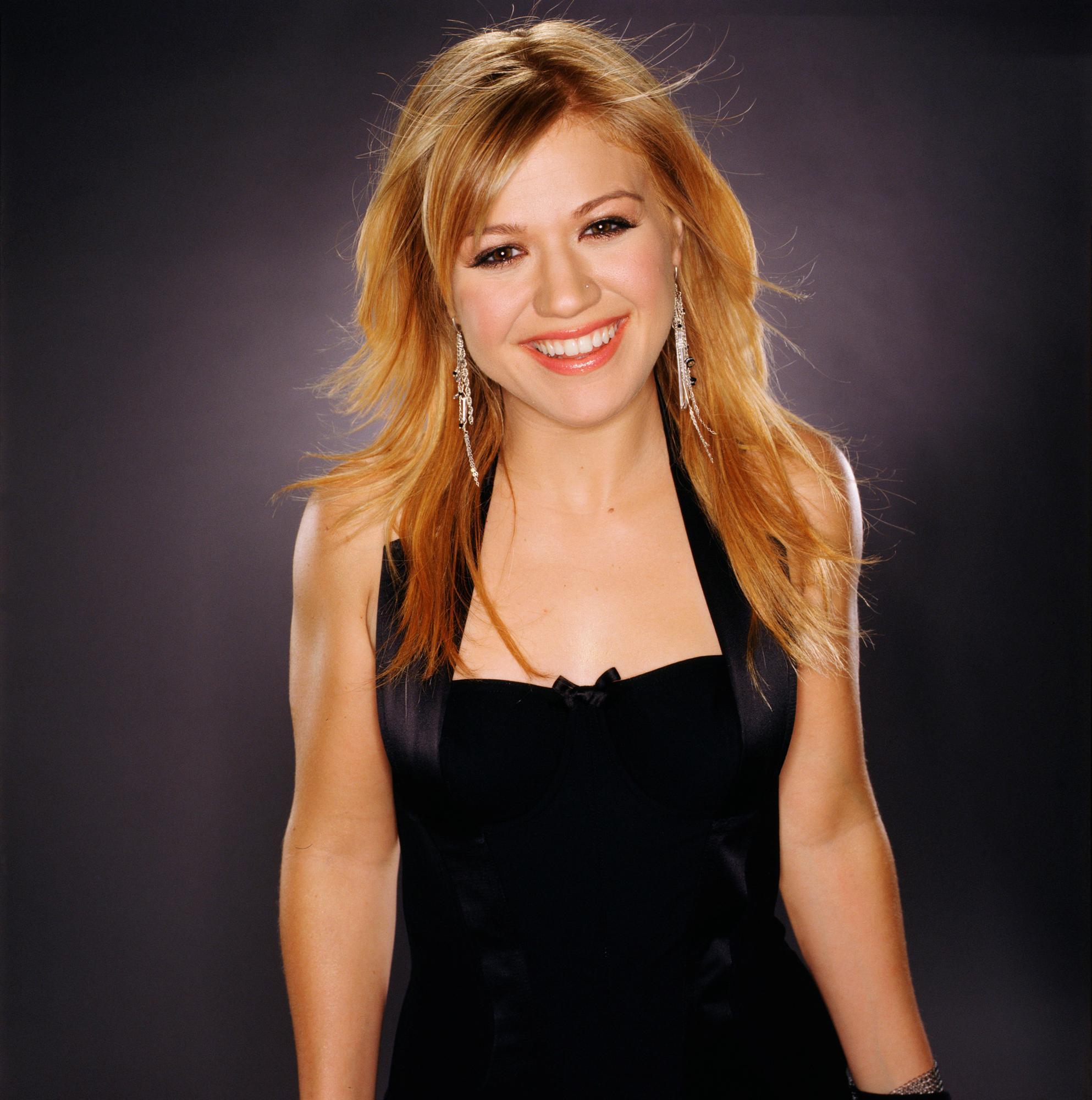 Kelly Clarkson HD pics