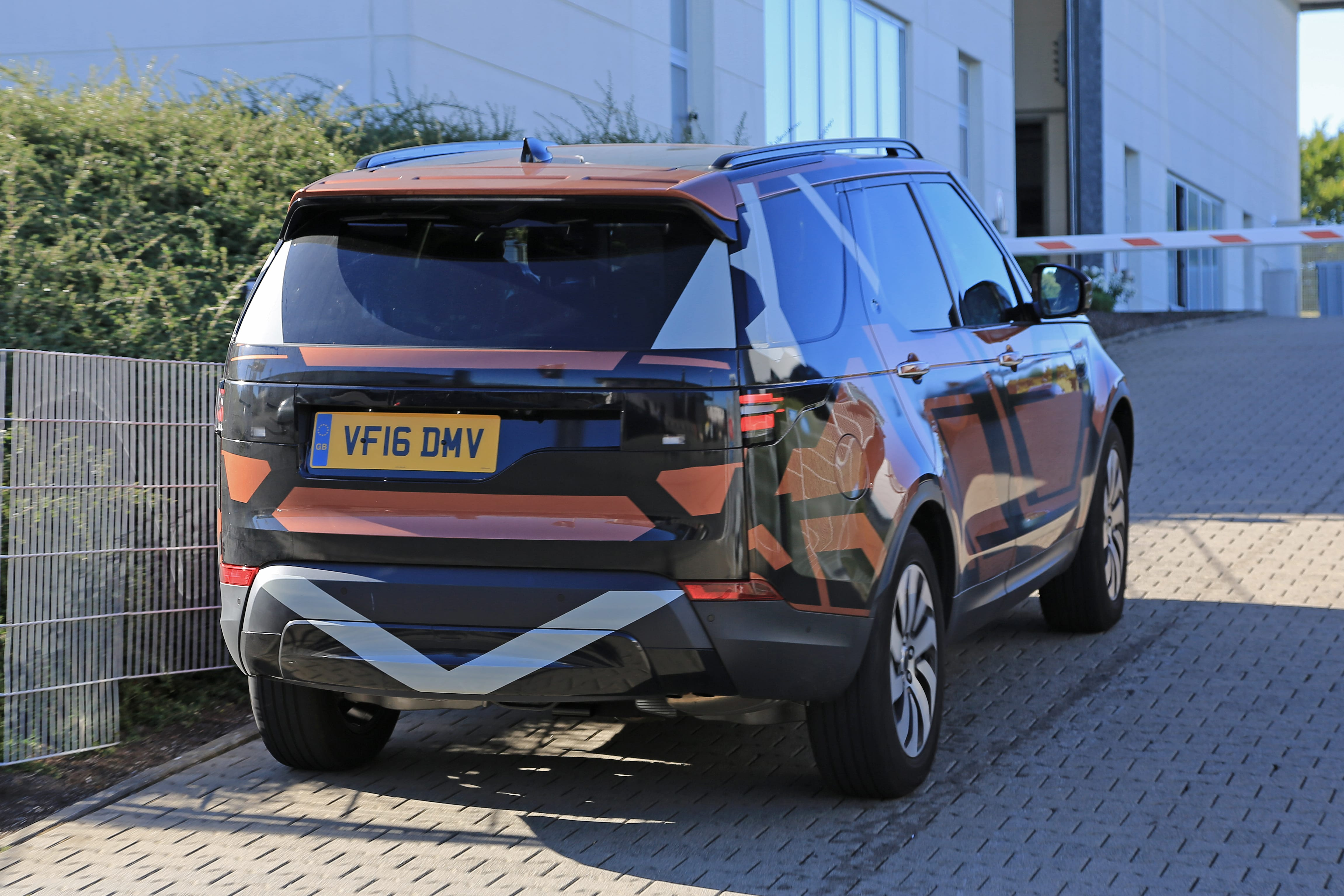 Land Rover Discovery 5 HD pics