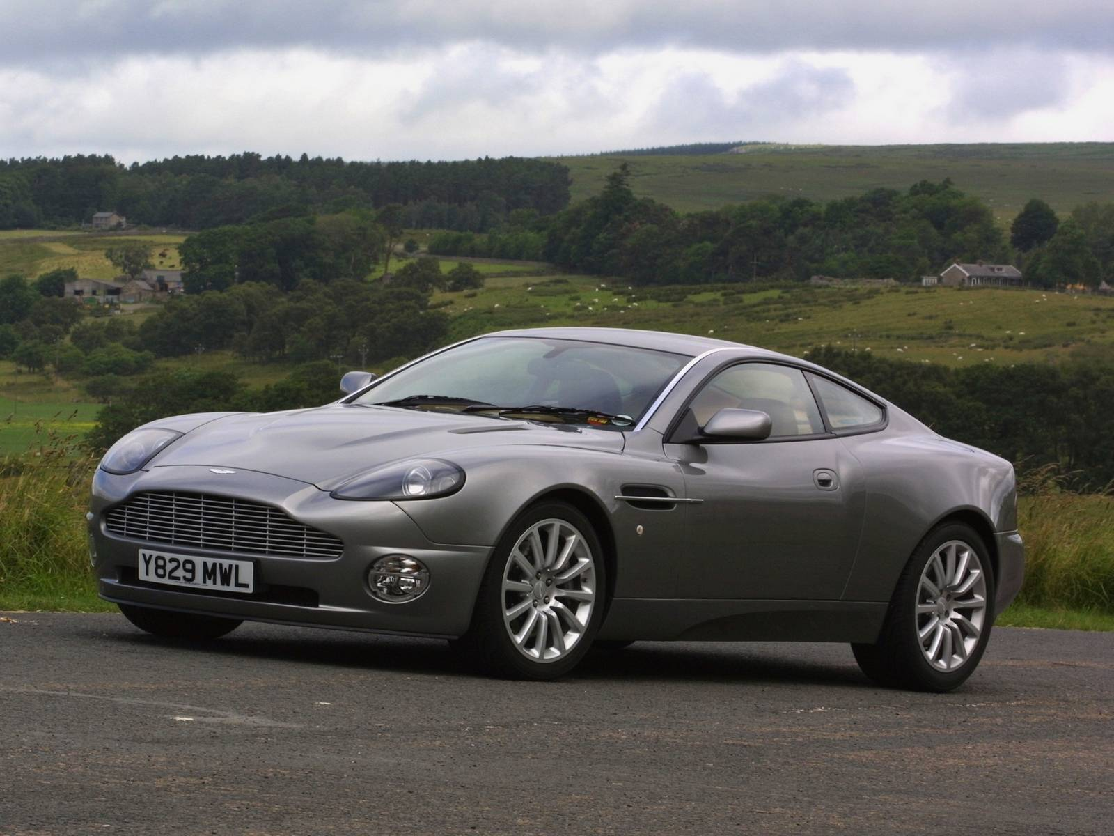 2001 Aston Martin Vanquish Wallpapers hd