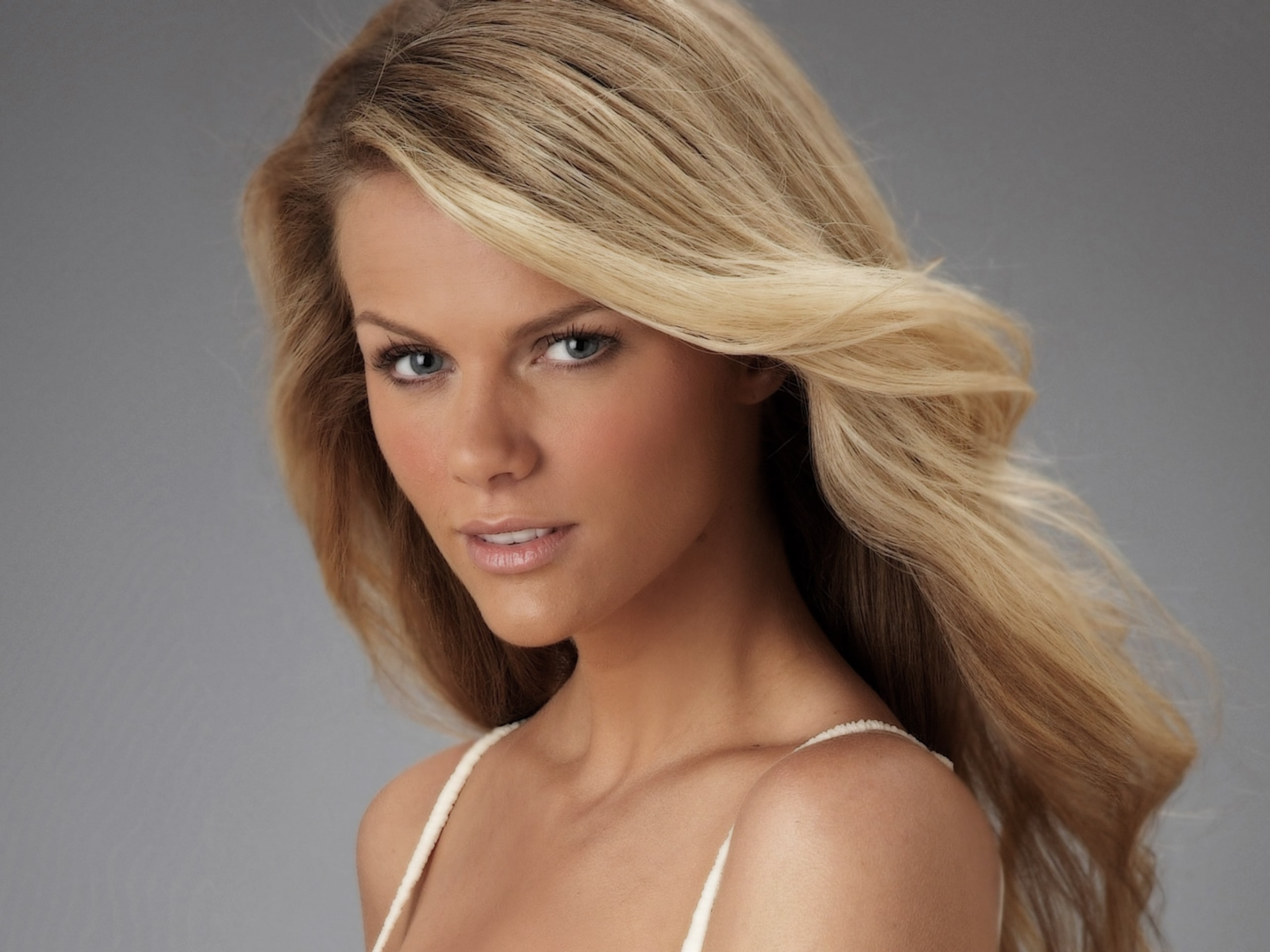 Brooklyn Decker widescreen wallpapers