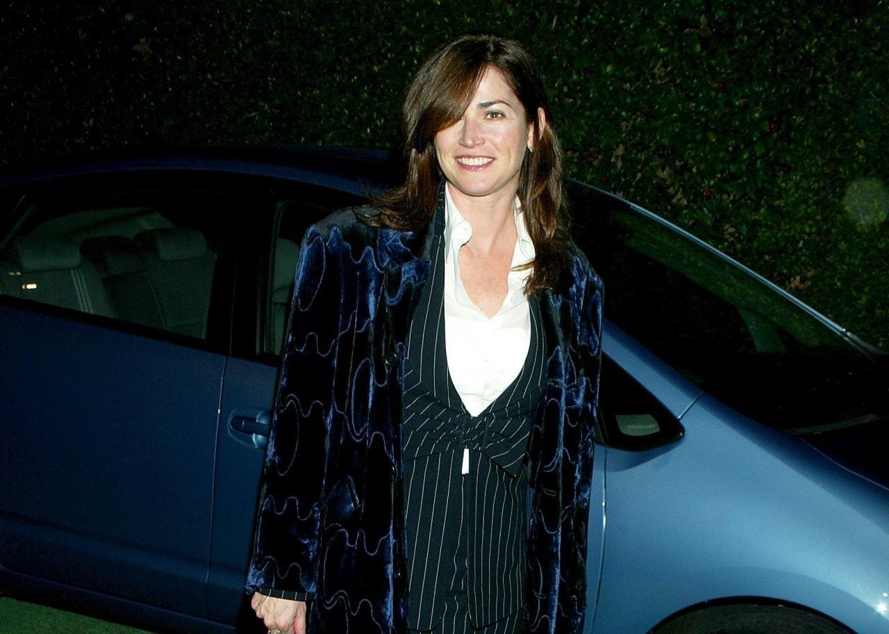 Photo of Kim Delaney  - car