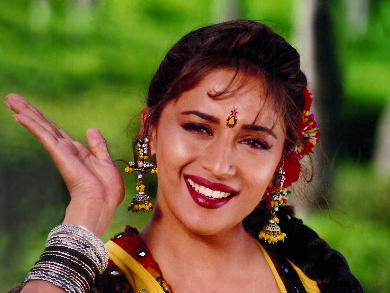 Madhuri Dixit Wallpapers hd