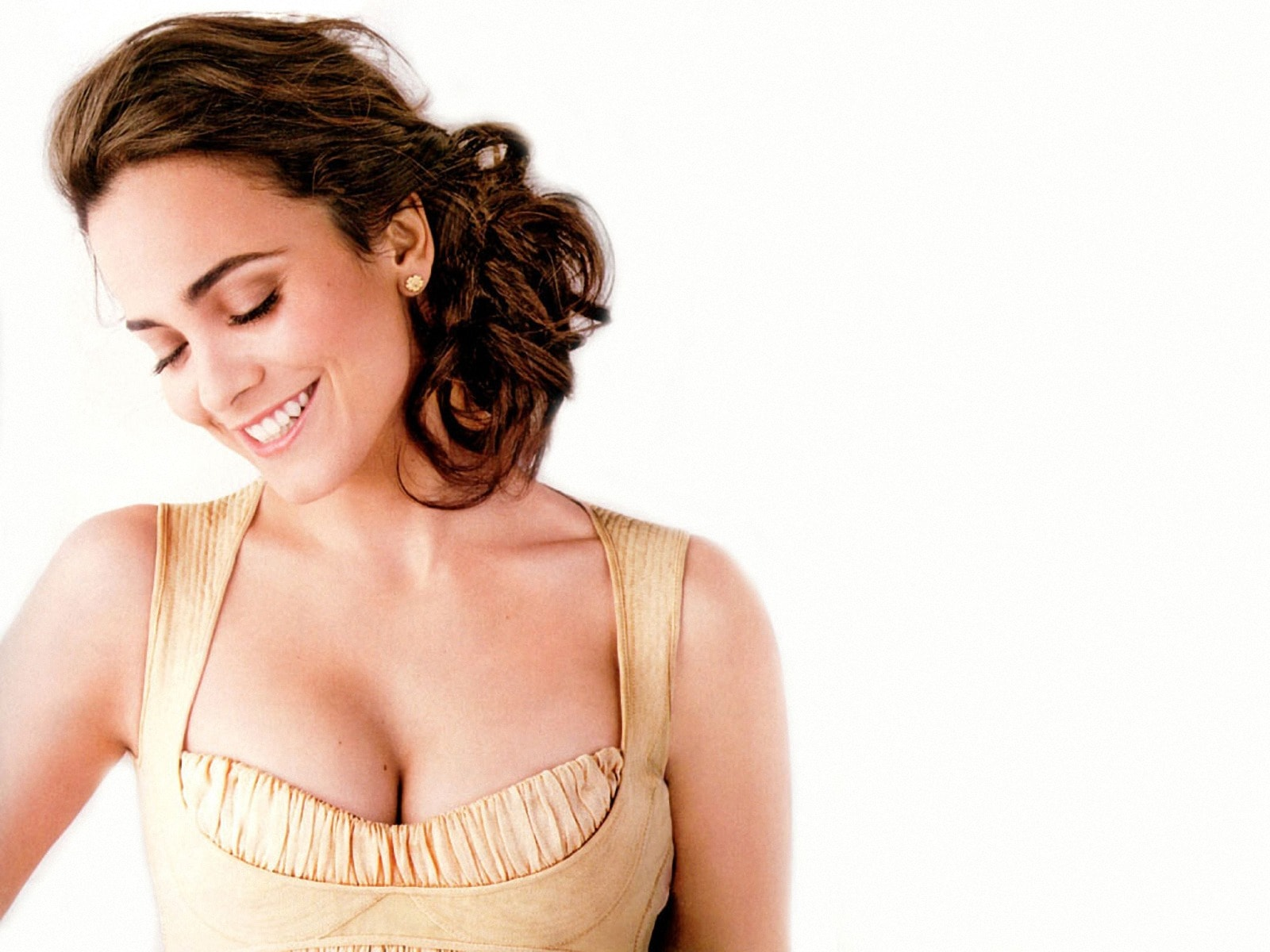 Alice Braga Backgrounds
