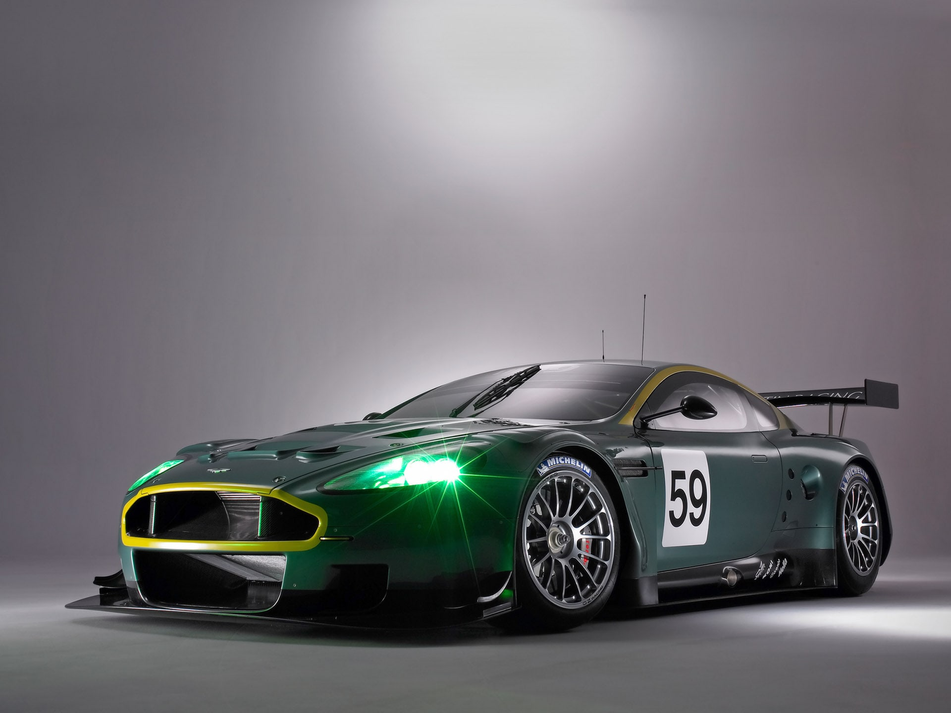 Aston Martin DBR9 Backgrounds