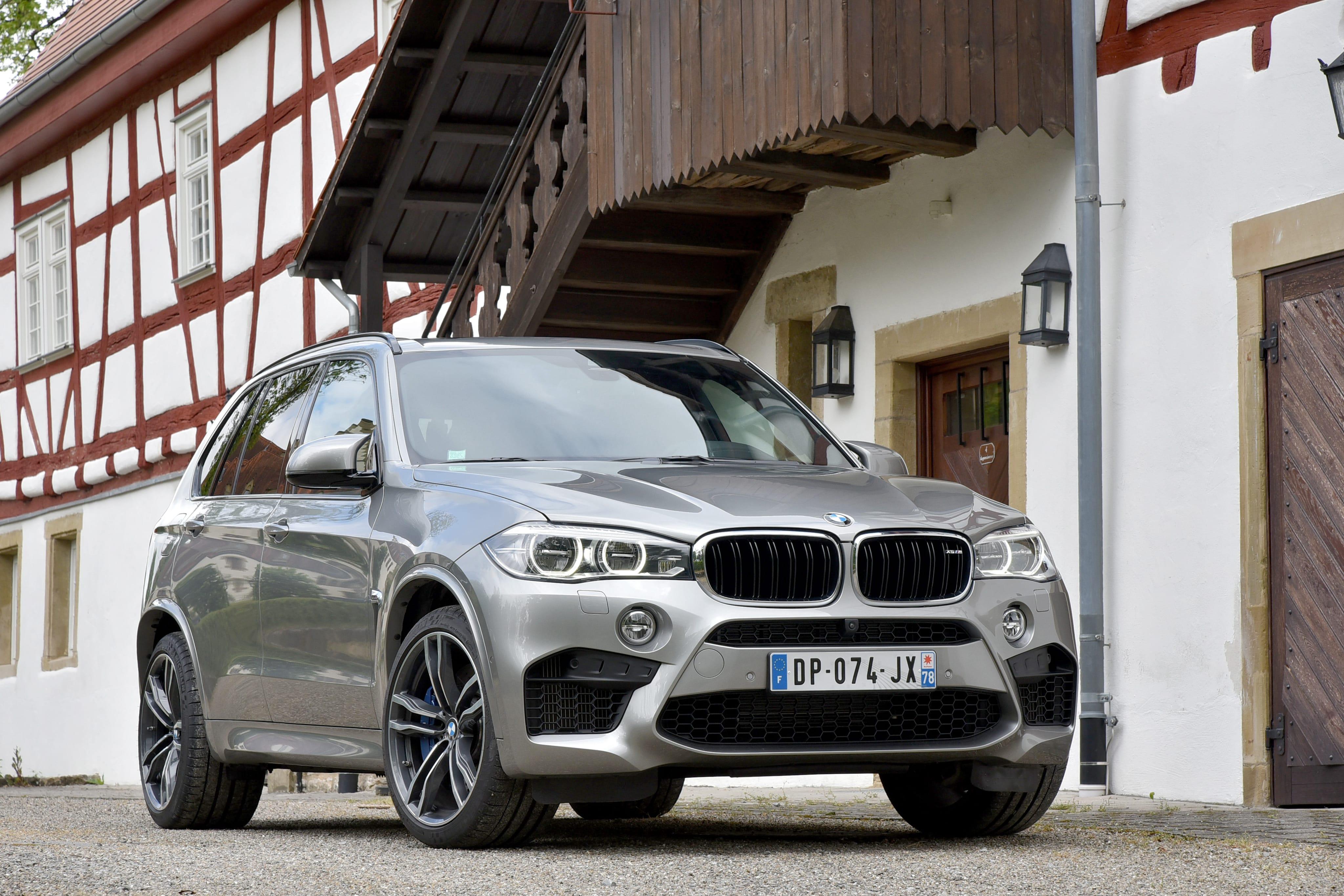 BMW X5M (F85) Backgrounds