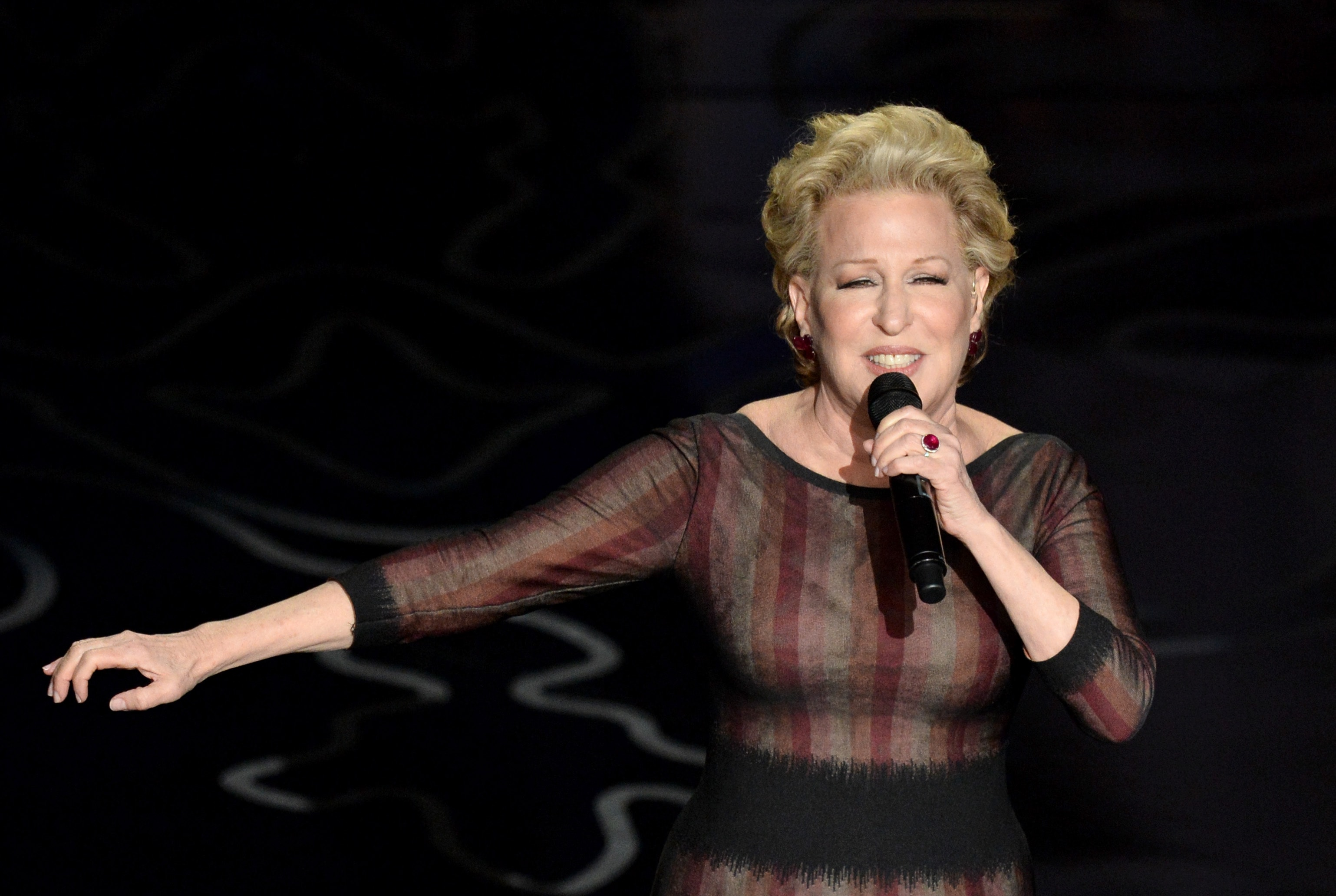 Bette Midler Backgrounds