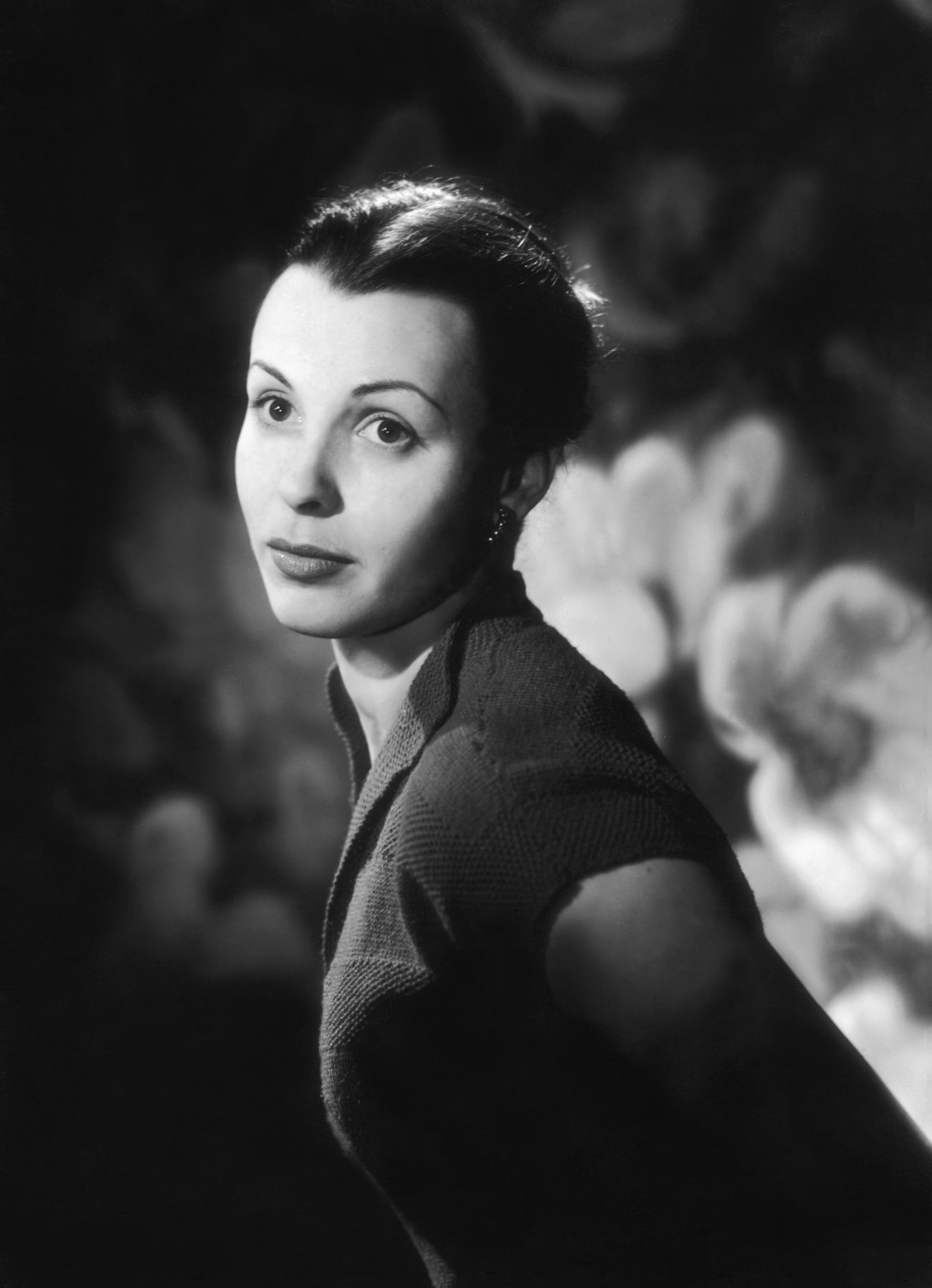 Claire Bloom Backgrounds
