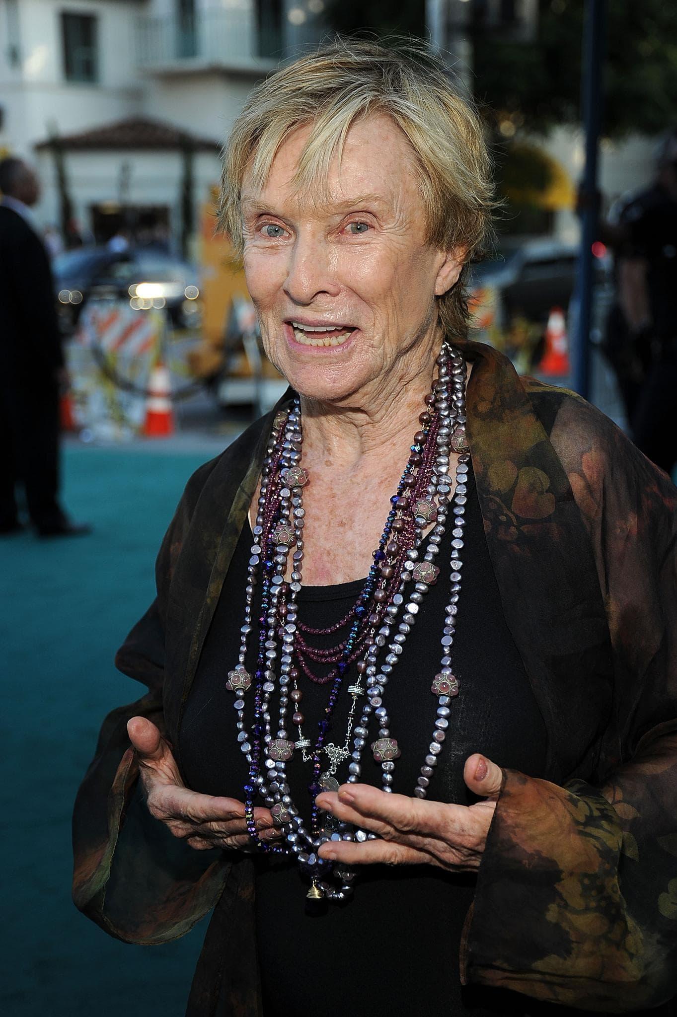 Cloris Leachman Backgrounds