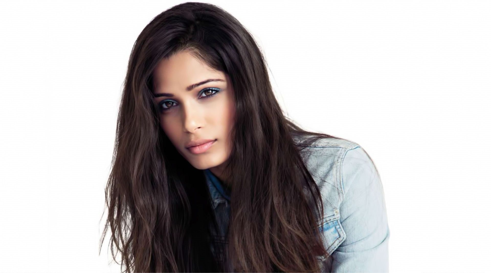 Freida Pinto Backgrounds