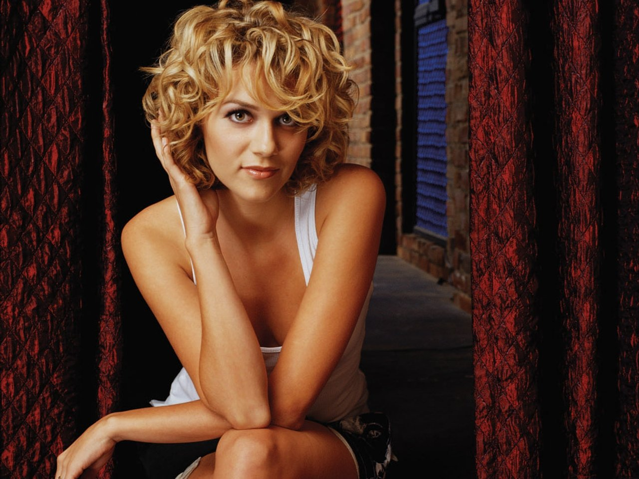 Hilarie Burton Backgrounds