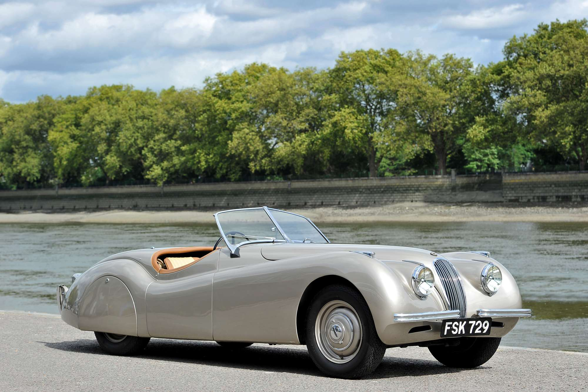 Jaguar XK120 Backgrounds
