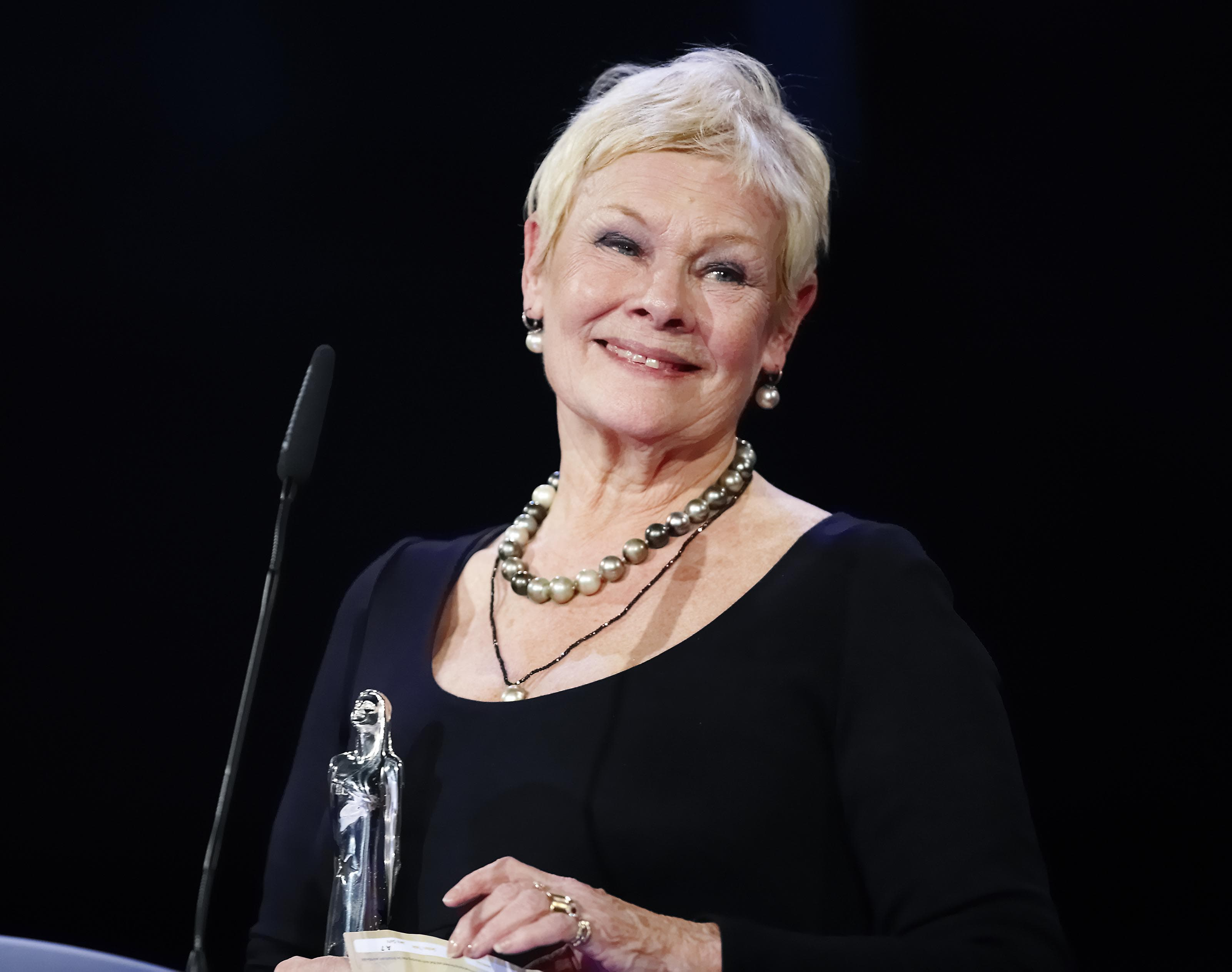 Judi Dench Widescreen for desktop
