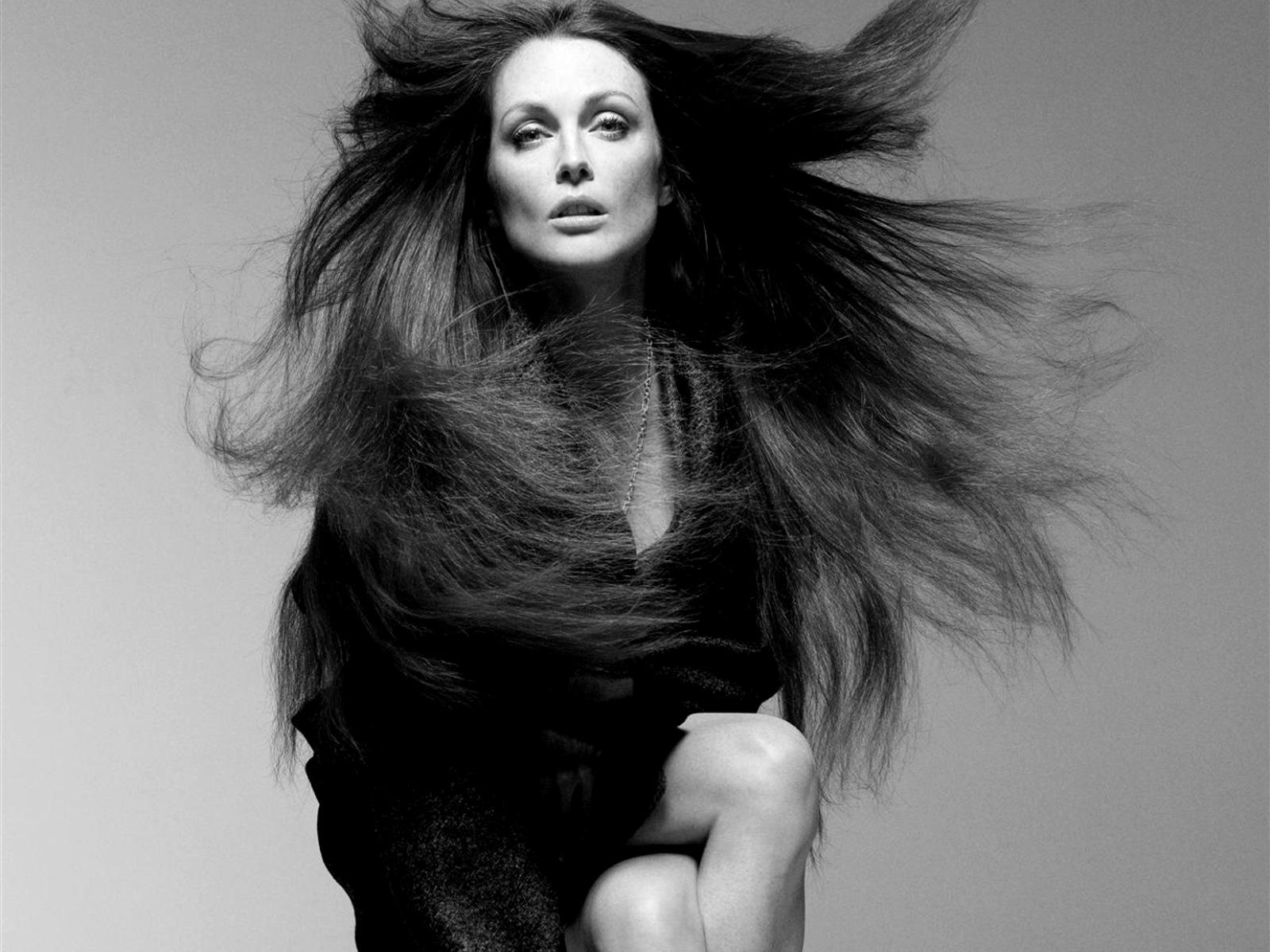 Julianne Moore Backgrounds