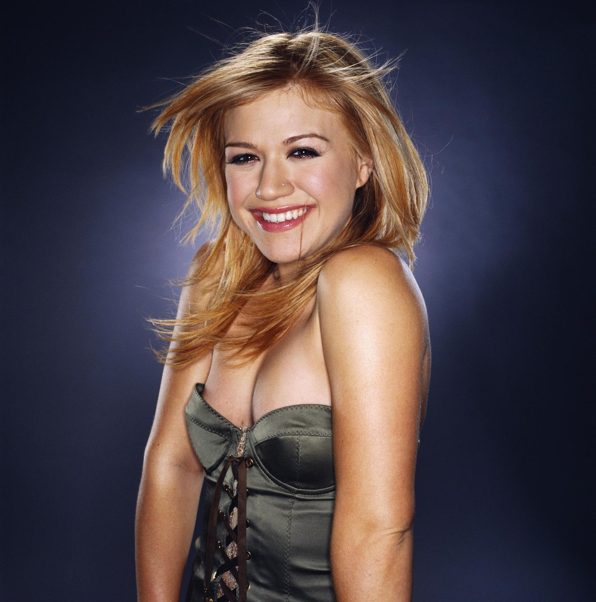 Kelly Clarkson Backgrounds