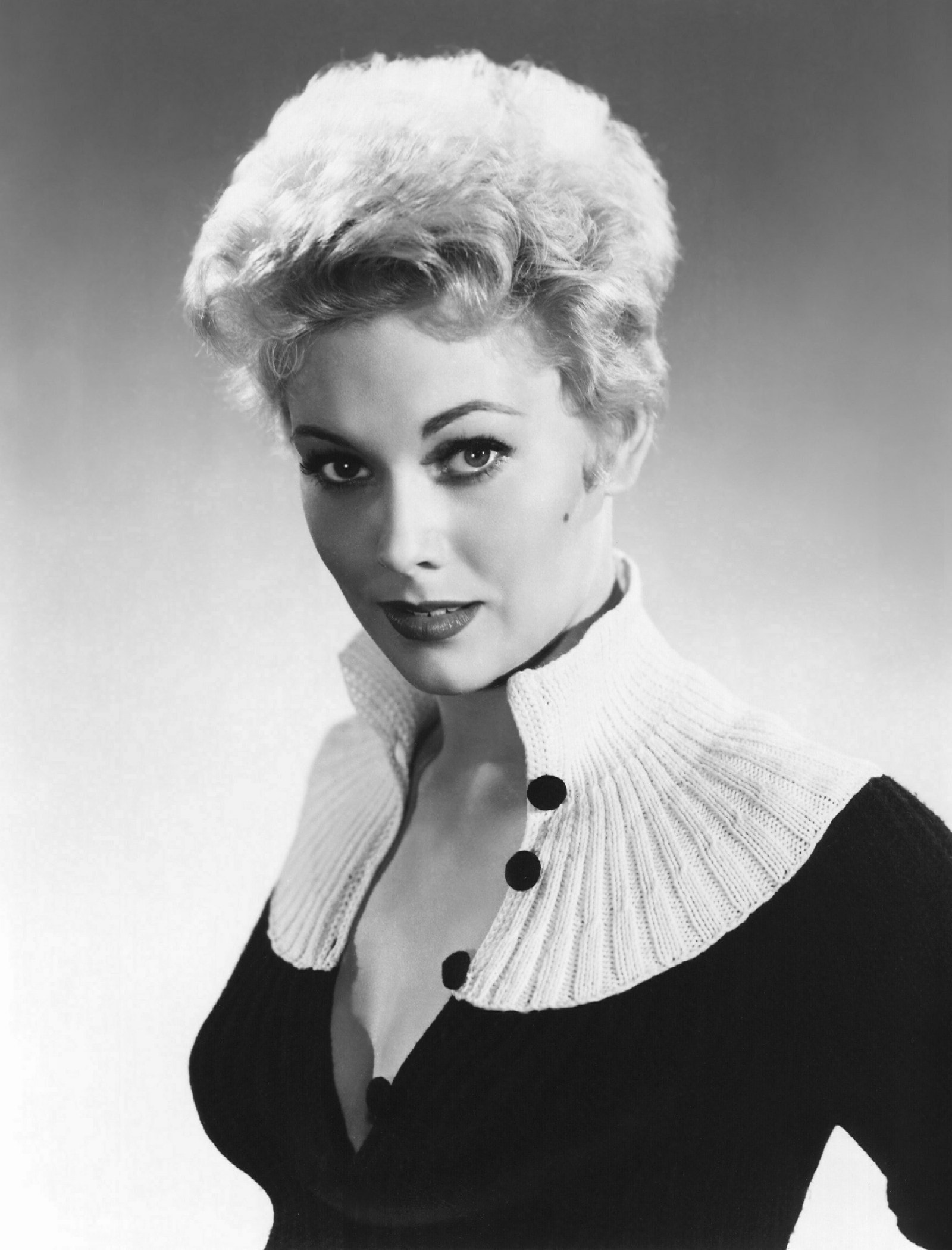Kim Novak Backgrounds