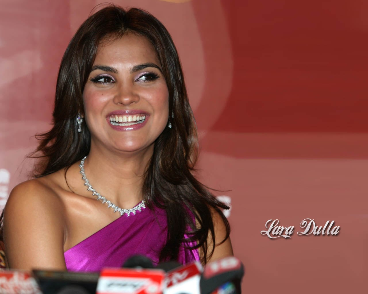 Lara Dutta Backgrounds