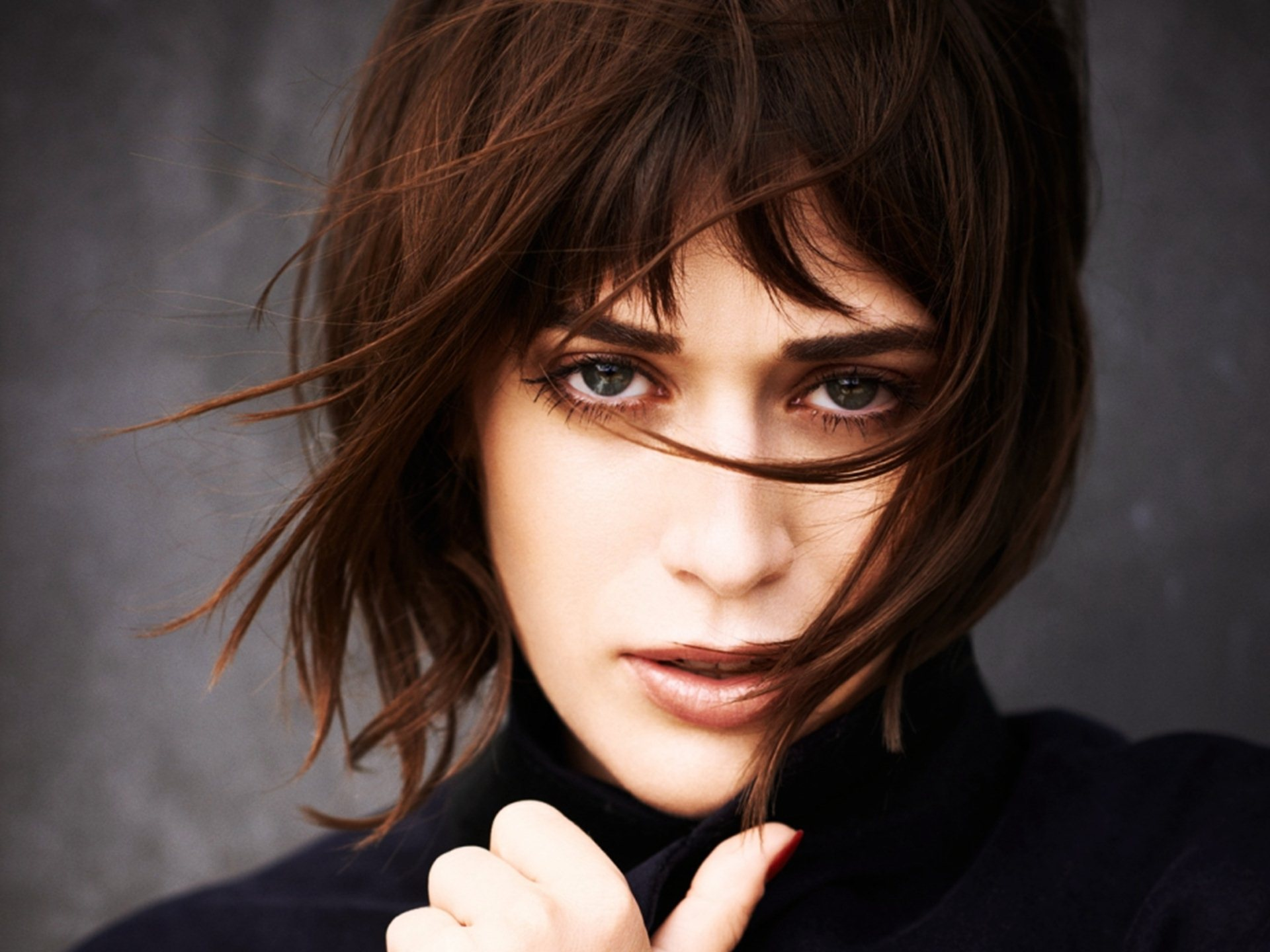 Lizzy Caplan Backgrounds