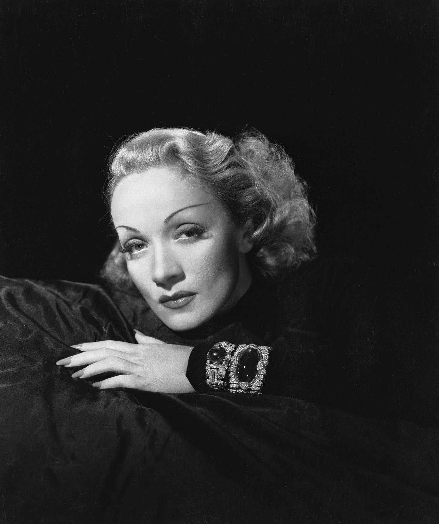Marlene Dietrich Backgrounds