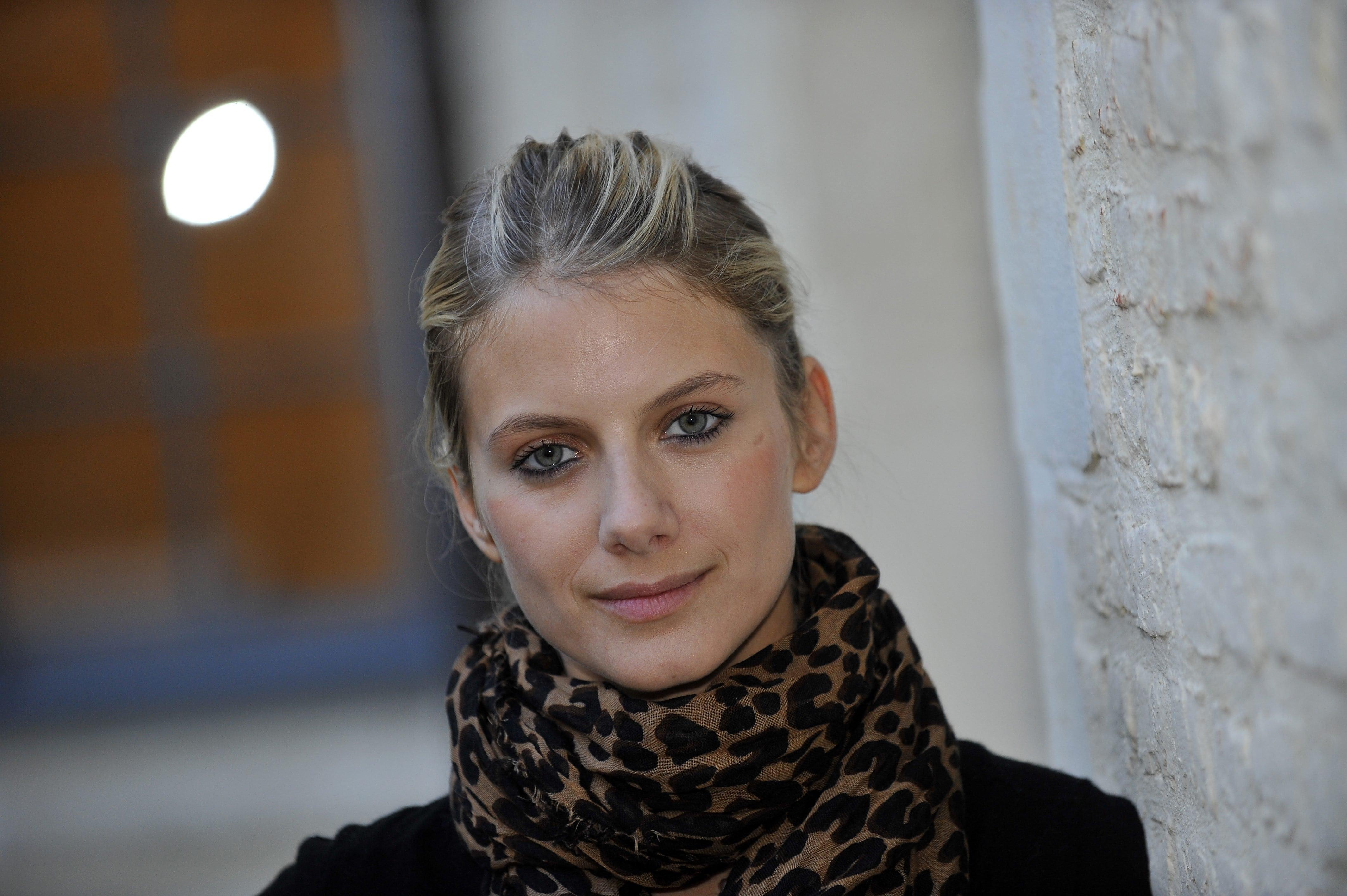 Melanie Laurent Backgrounds