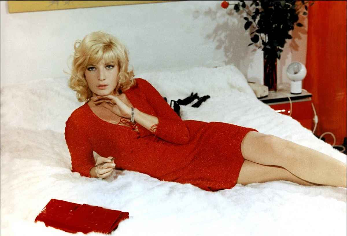 Monica Vitti Backgrounds
