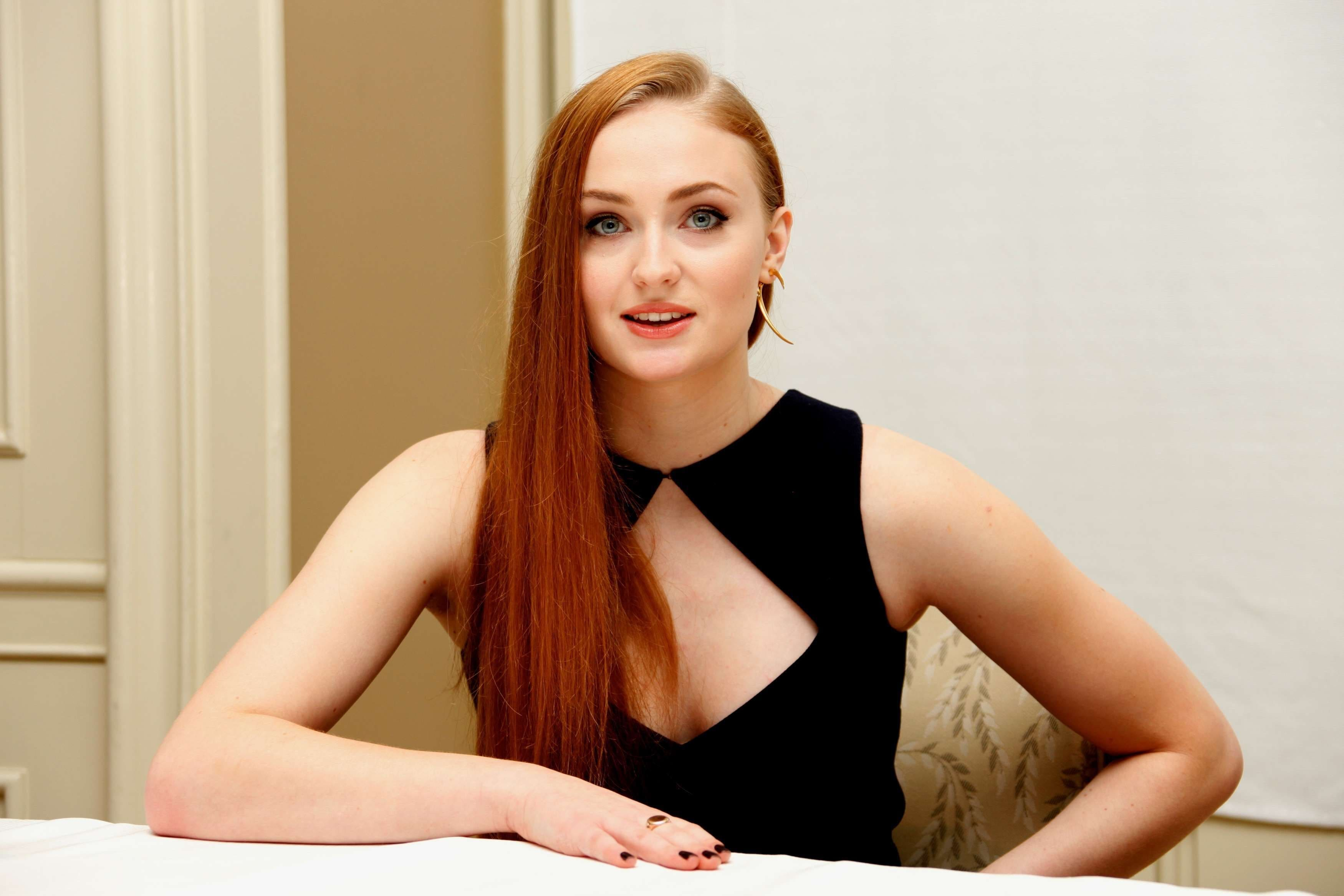 Sophie Turner Backgrounds