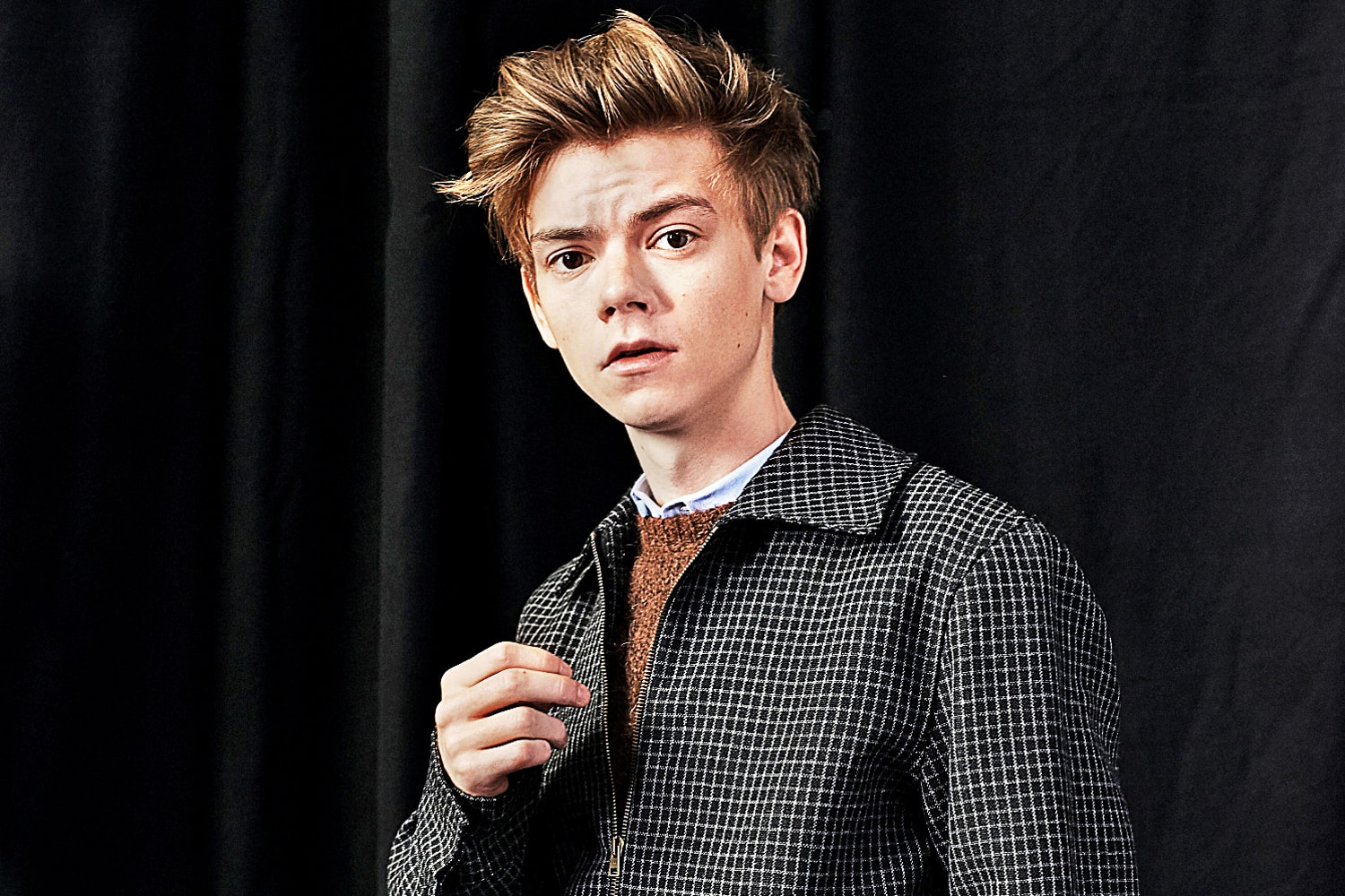 Thomas Brodie-Sangster Backgrounds