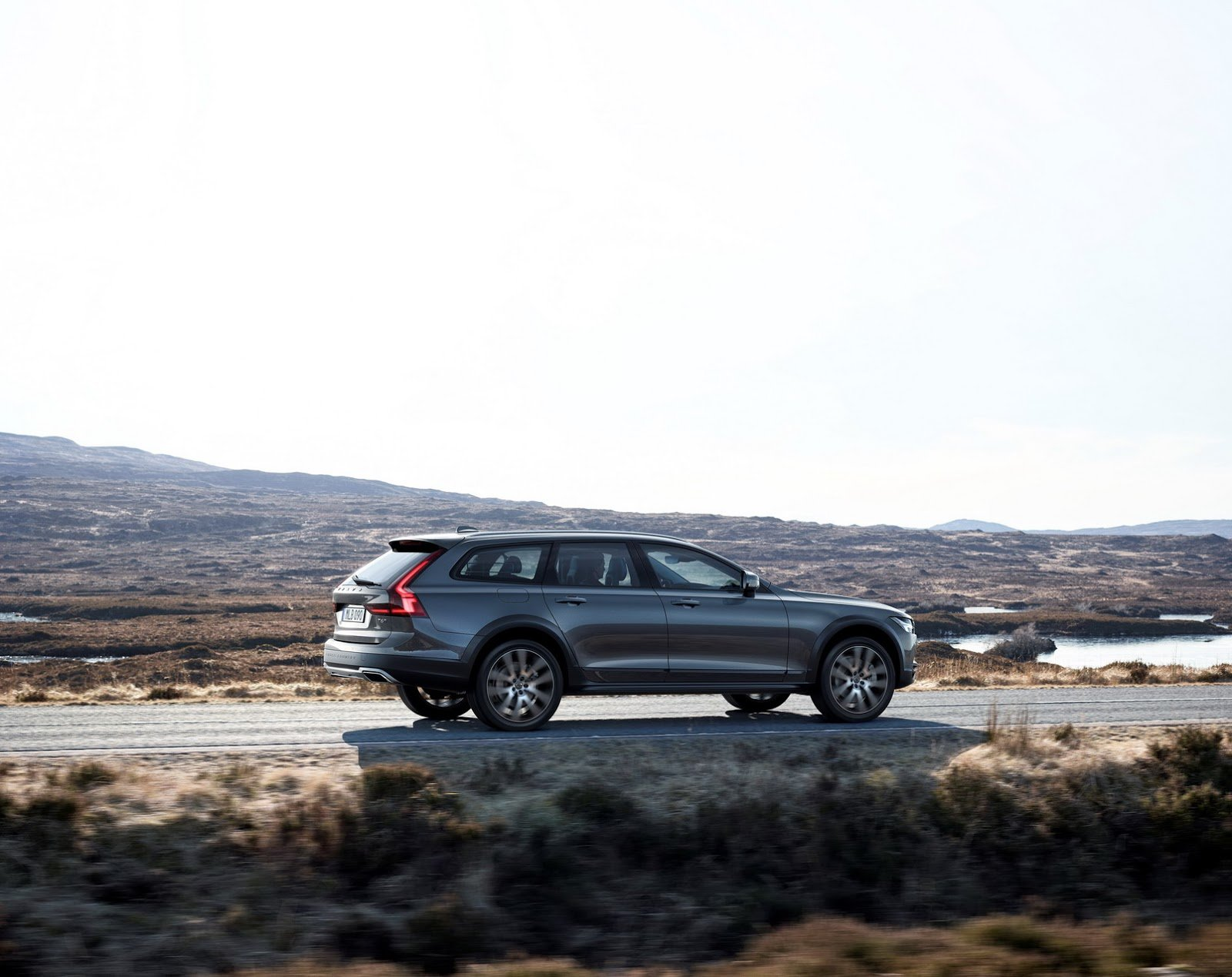 Volvo V90 Cross Country Backgrounds