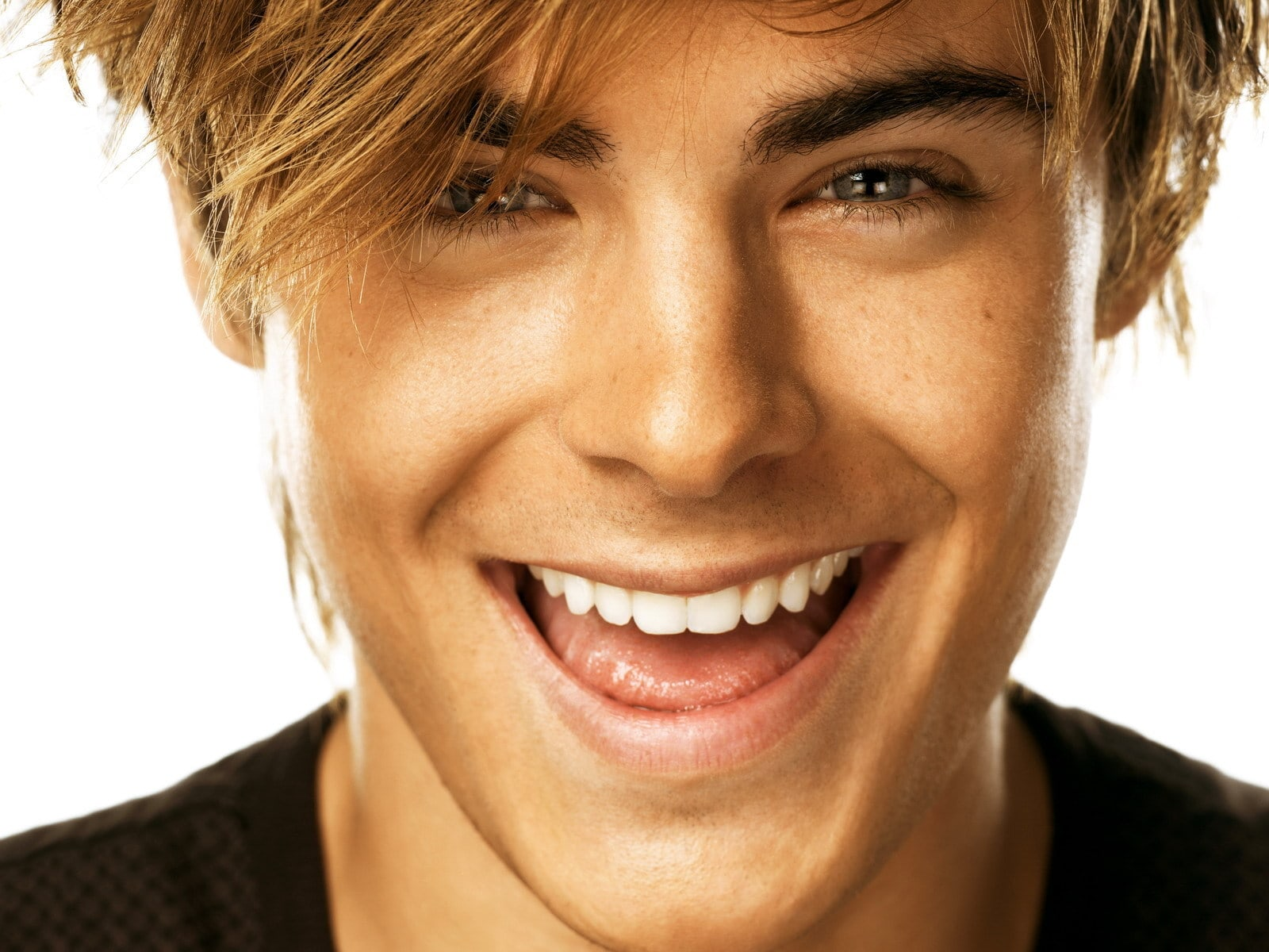 Zac Efron Backgrounds